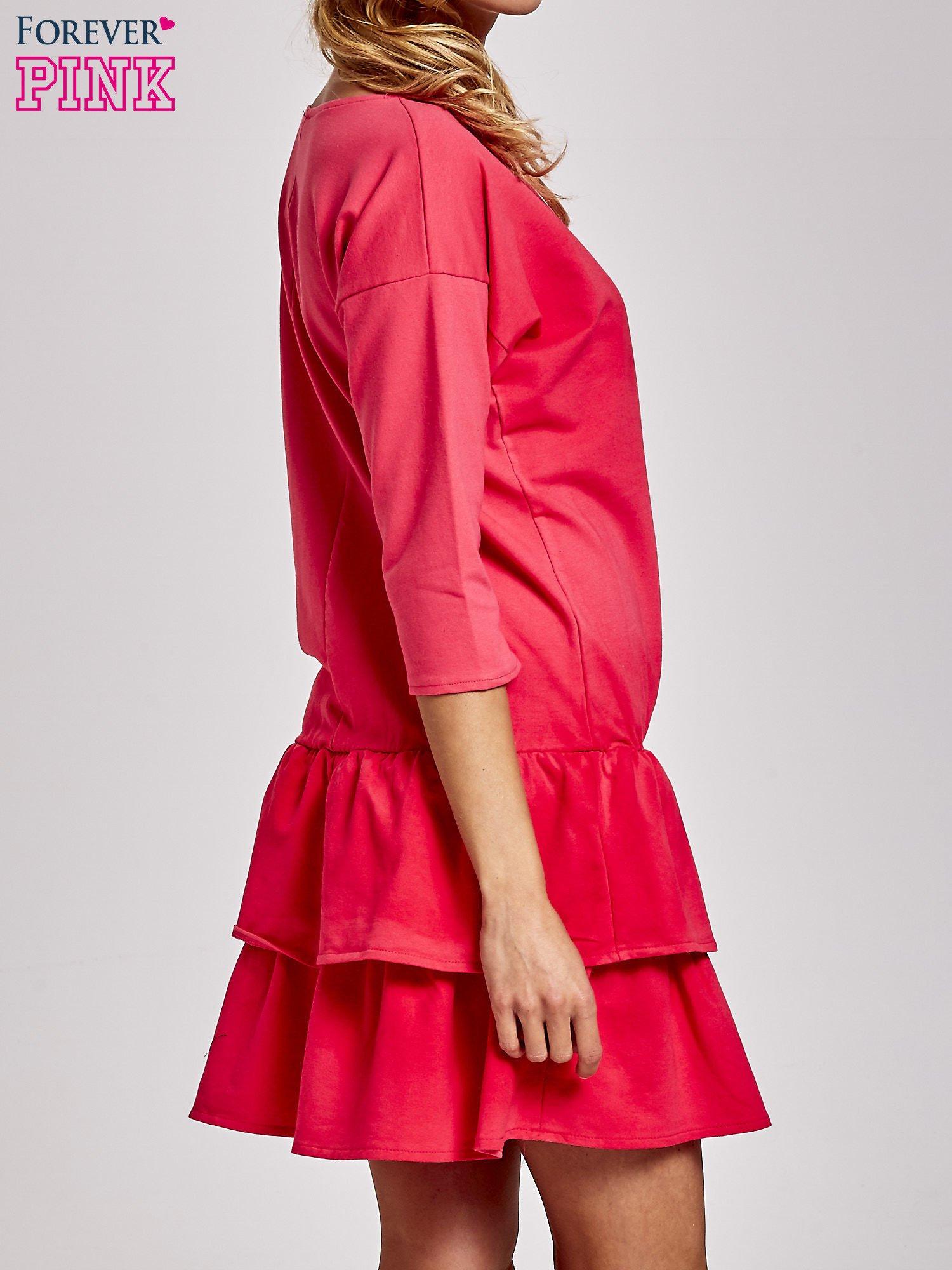 Koralowa sukienka dresowa ombre z podwójną falbaną                                  zdj.                                  4