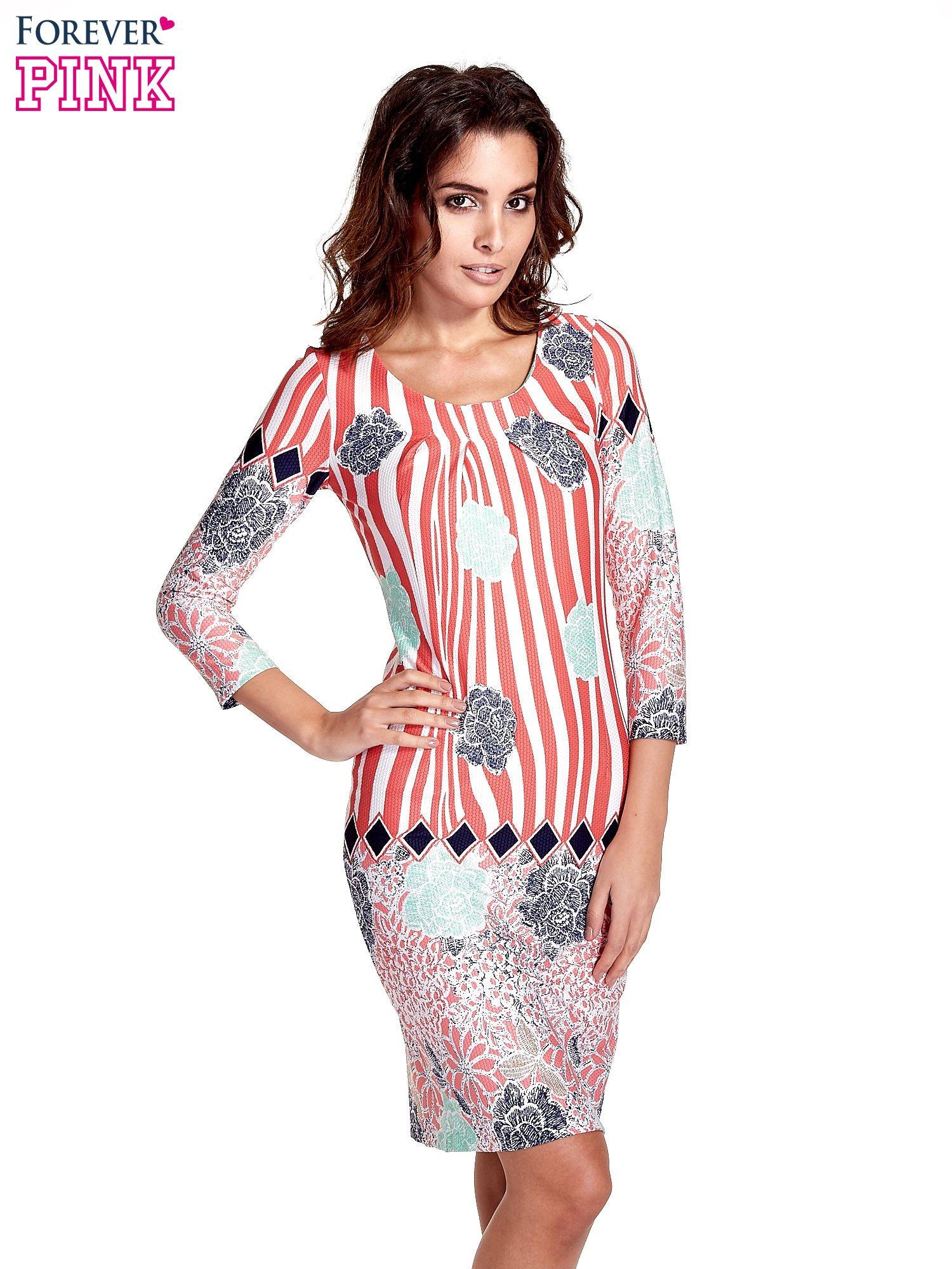 Koralowa sukienka w kwiatowe i geometryczne wzory                                  zdj.                                  1