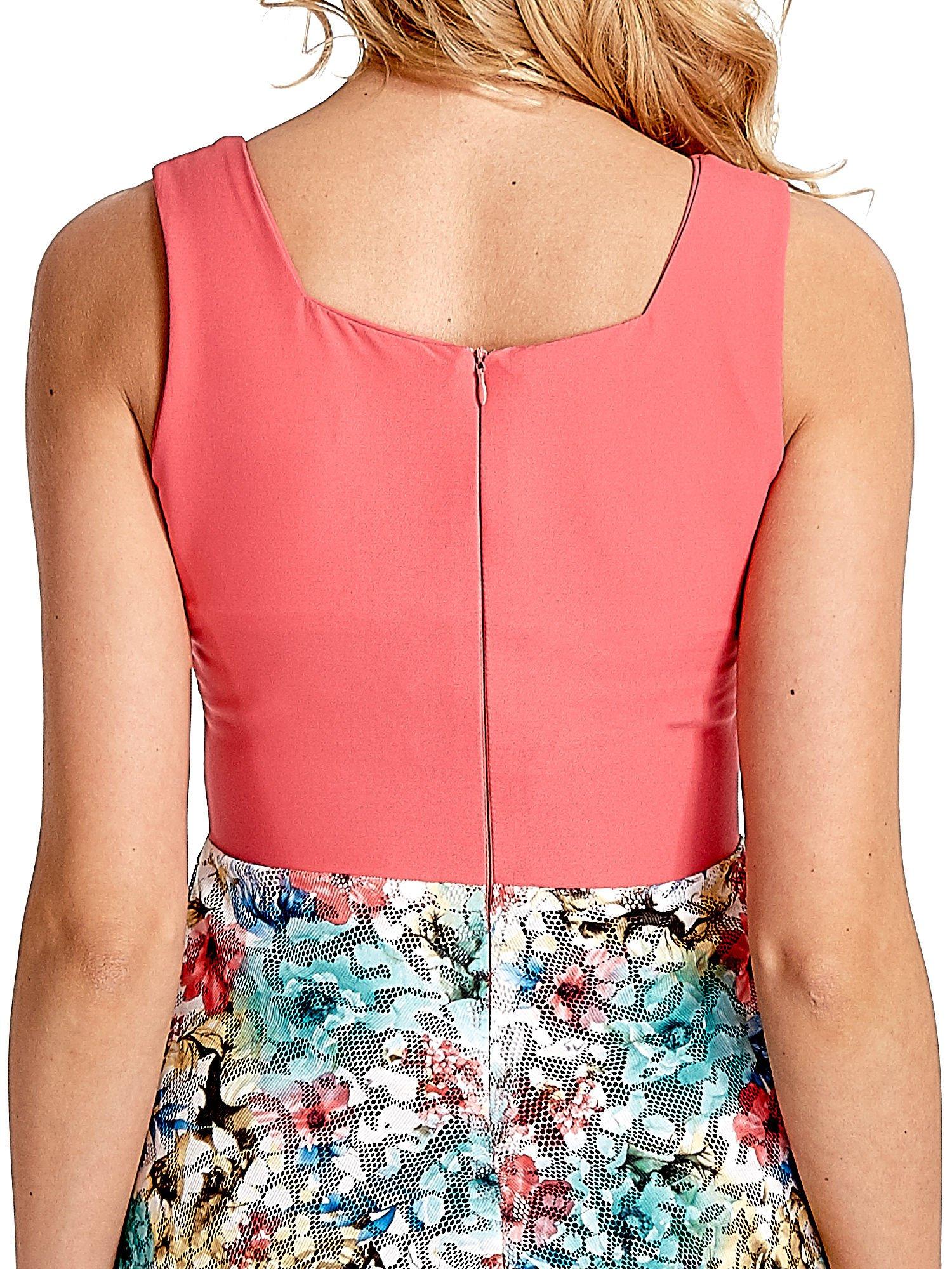 Koralowa sukienka z kwiatowym dołem                                  zdj.                                  6