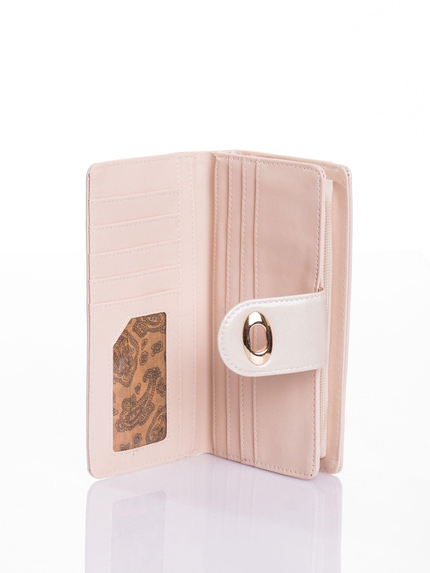 Kremowy portfel ze złotym zapięciem efekt skóry saffiano                                  zdj.                                  4