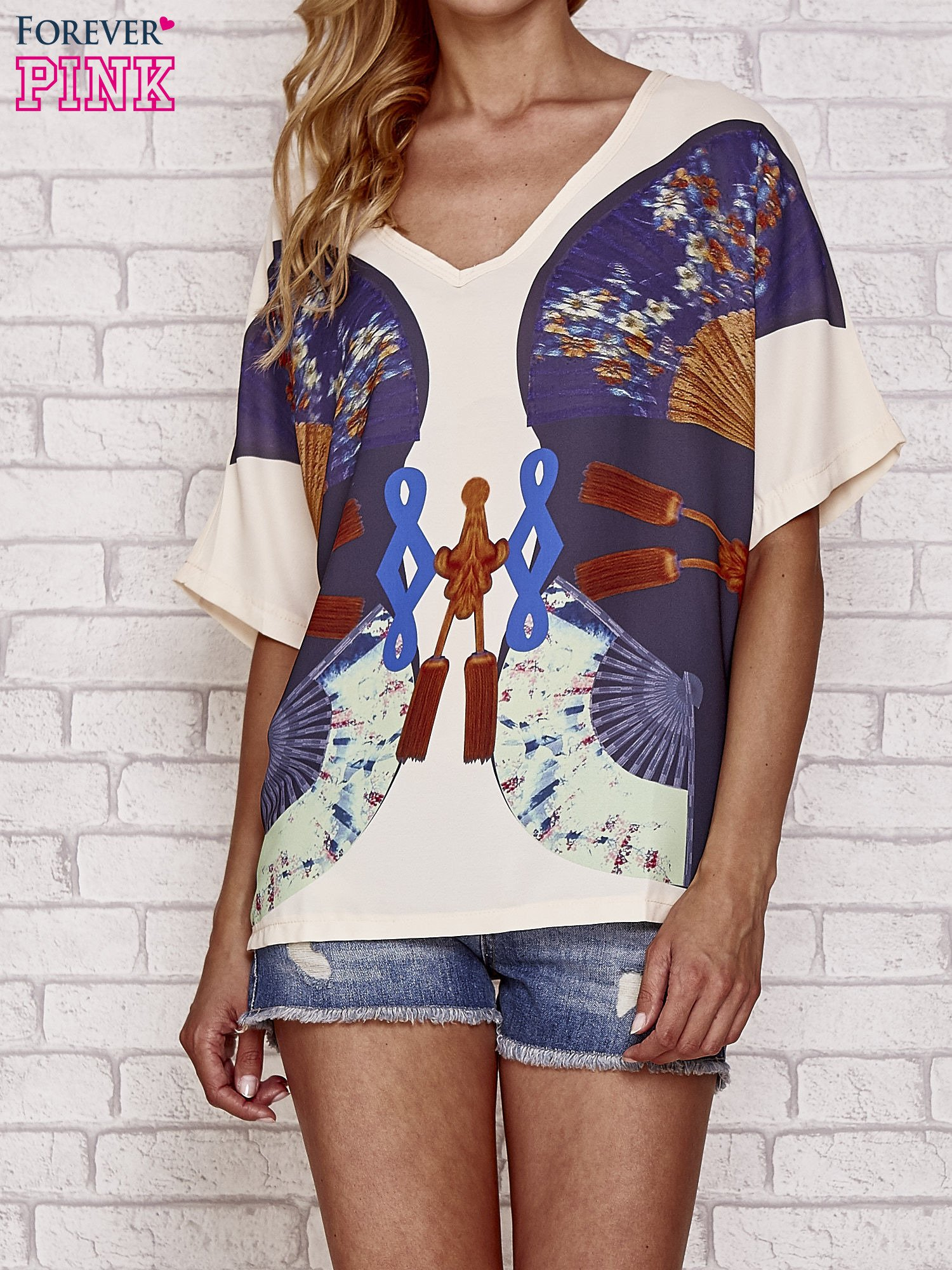 Kremowy t-shirt z nadrukiem orientalnym                                  zdj.                                  1