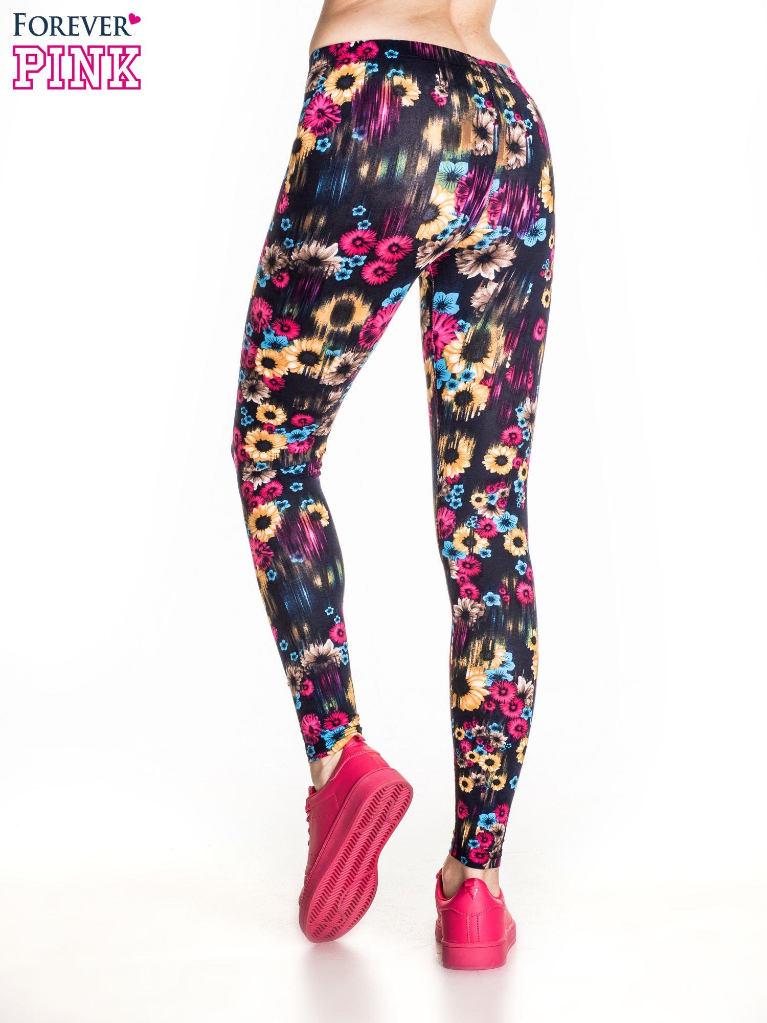 Kwiatowe legginsy w kolorze różowym                                  zdj.                                  4