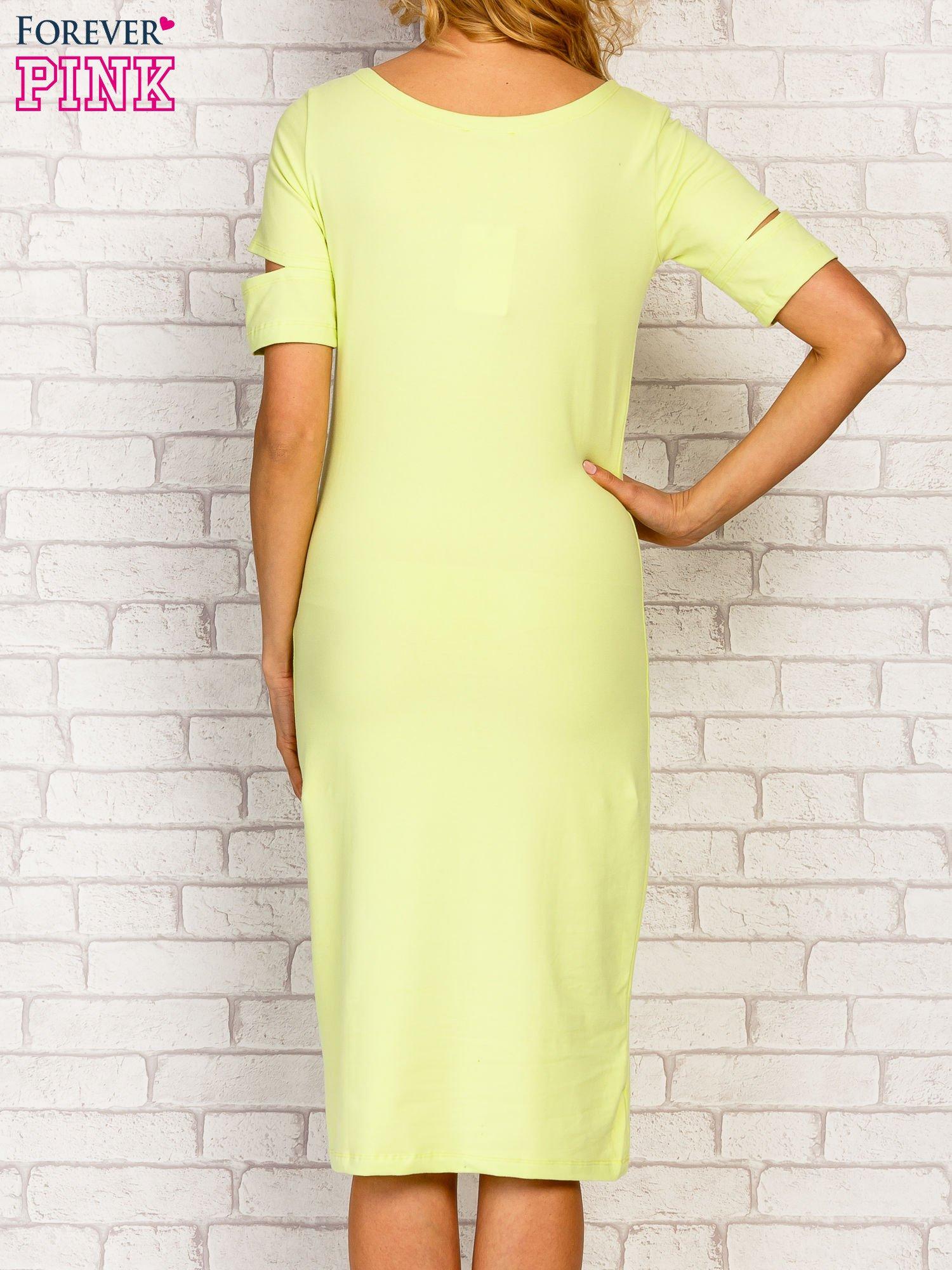 Limonkowa sukienka z rozcięciami na rękawach                                  zdj.                                  2