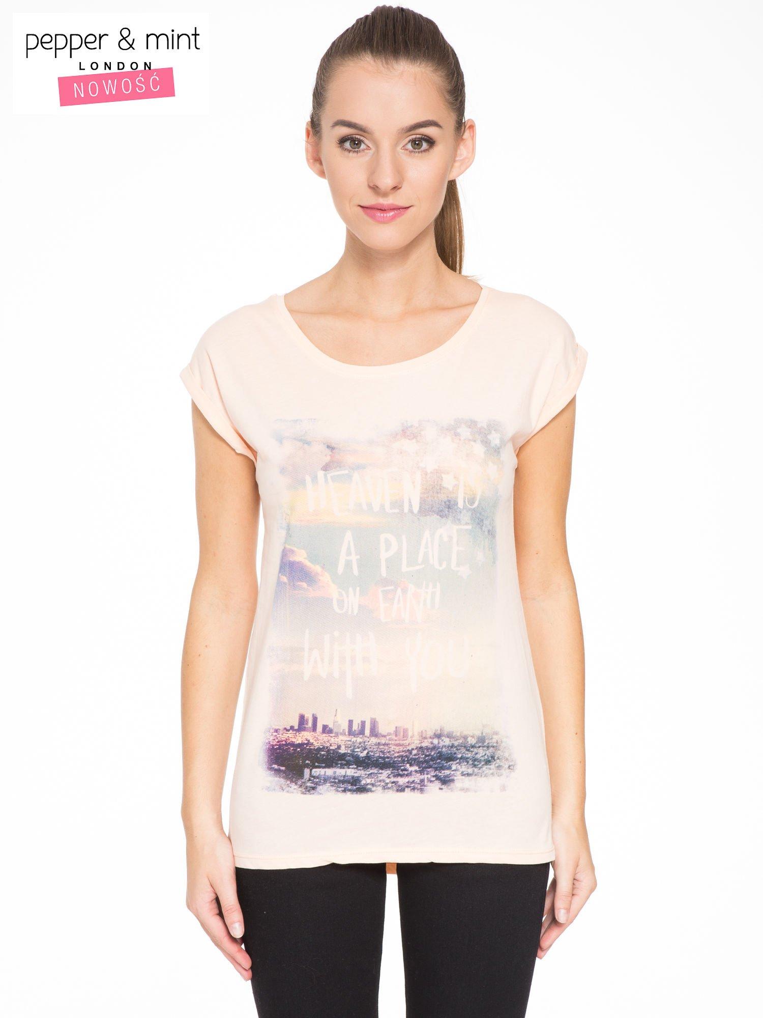 Łososiowy t-shirt z napisem HEAVEN IS A PLACE ON EARTH WITH YOU                                  zdj.                                  1