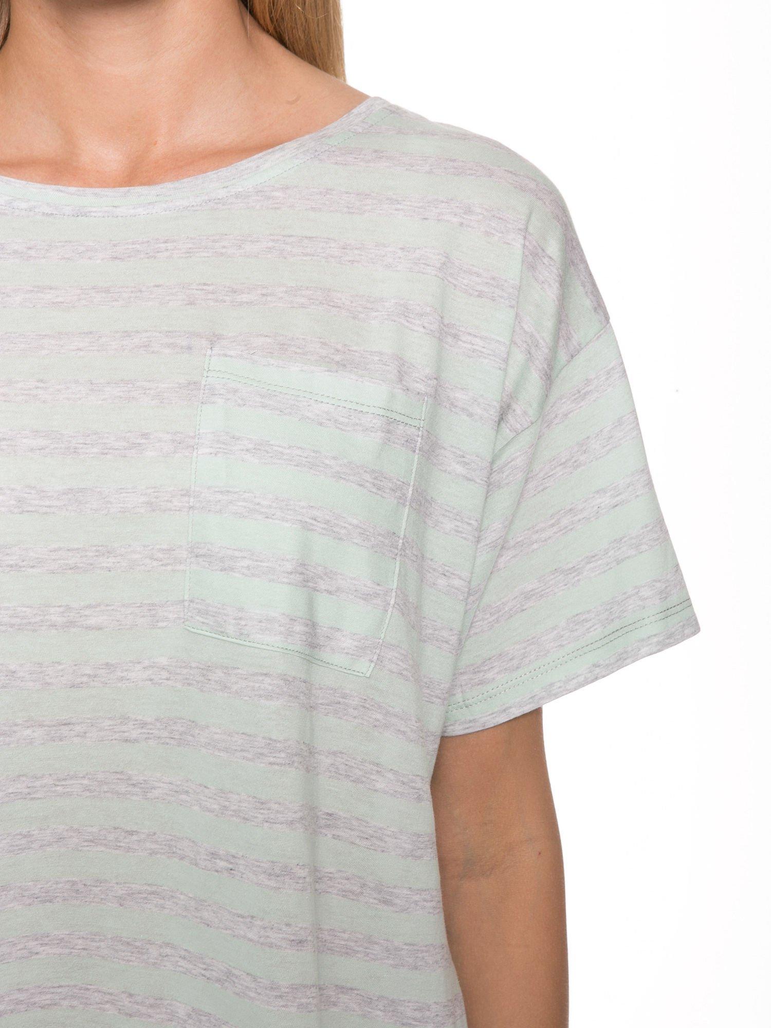 Luźny krótki t-shirt z kieszonką w zielone paski                                  zdj.                                  6