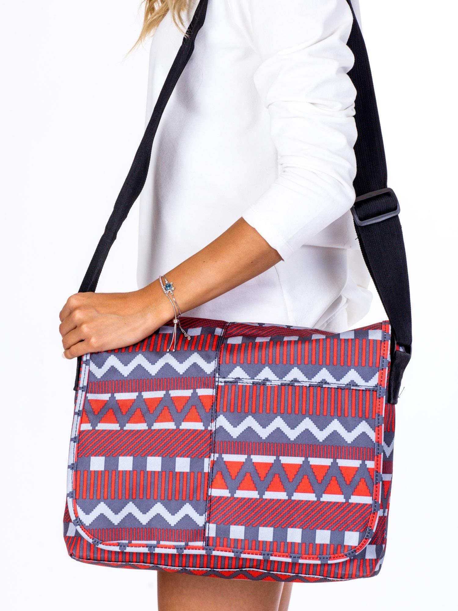 469c4e026ea40 Materiałowa torba na ramię w geometryczne wzory - Akcesoria torba ...