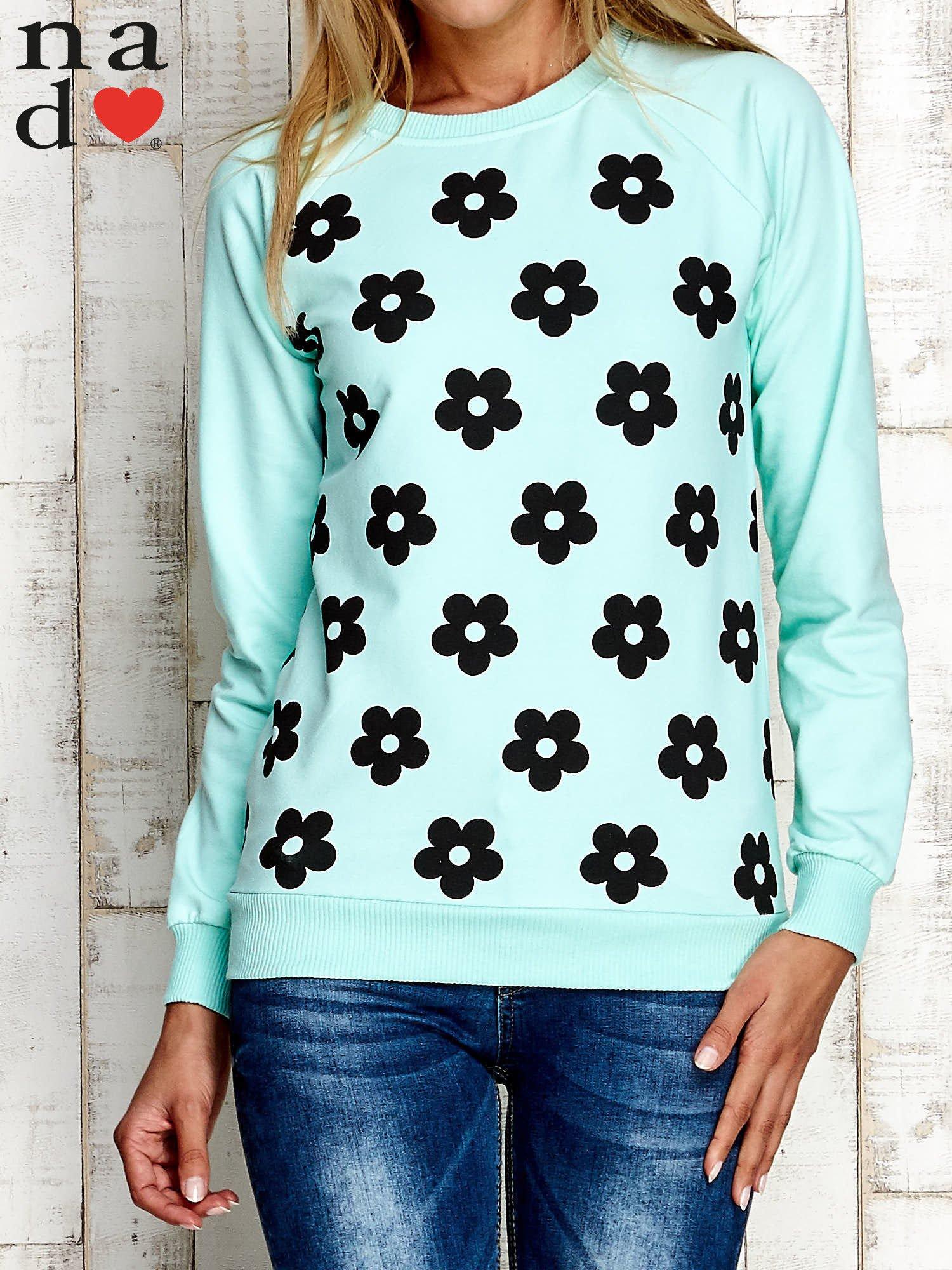 Miętowa bluza z nadrukiem kwiatów                                  zdj.                                  1