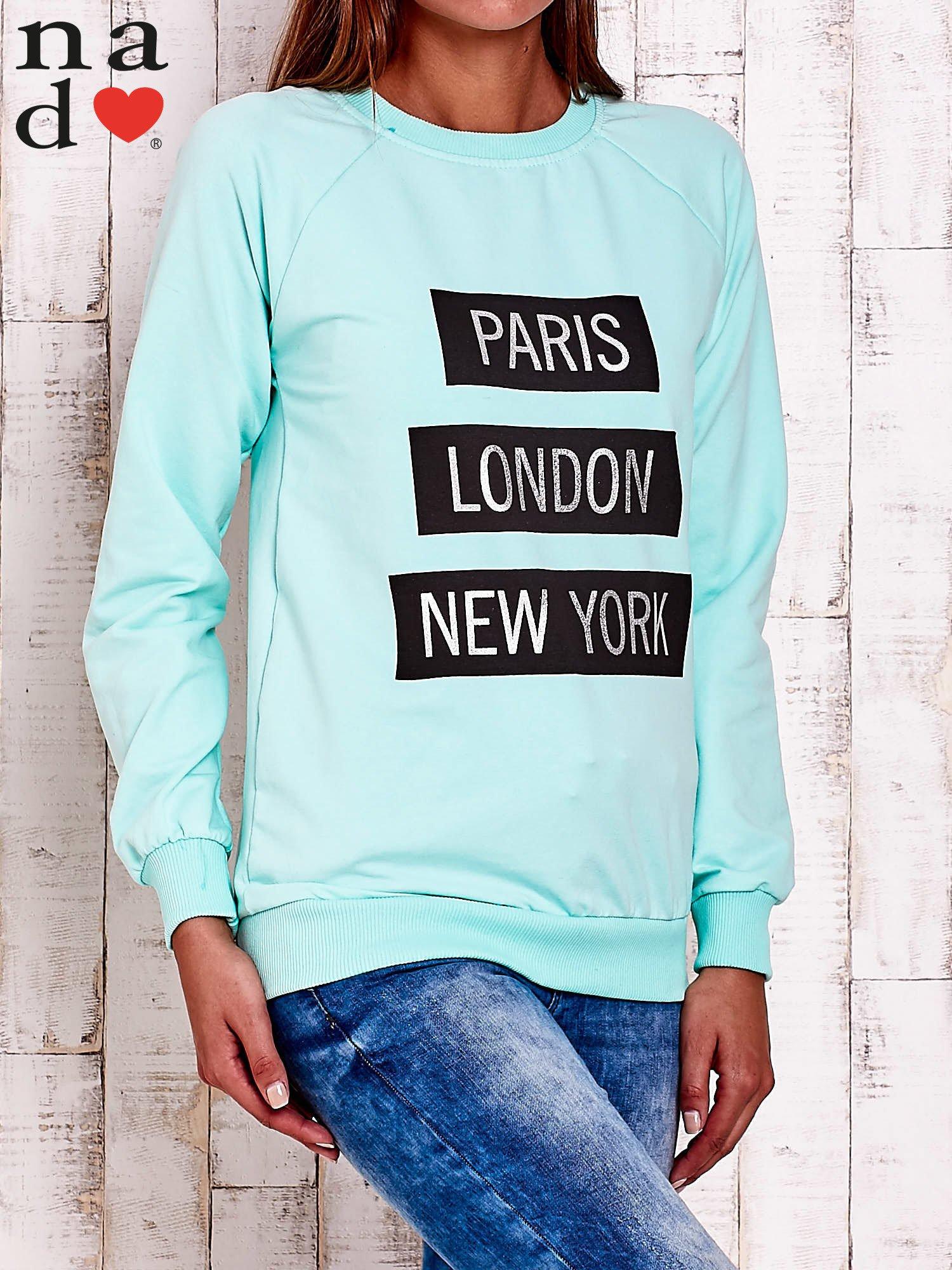 Miętowa bluza z napisem PARIS LONDON NEW YORK                                  zdj.                                  3