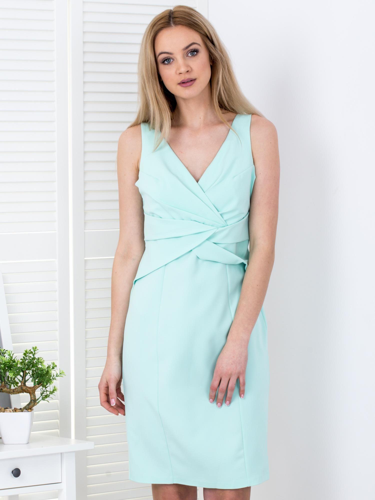 71339b69da Miętowa sukienka z drapowaniami przy dekolcie - Sukienka koktajlowa ...