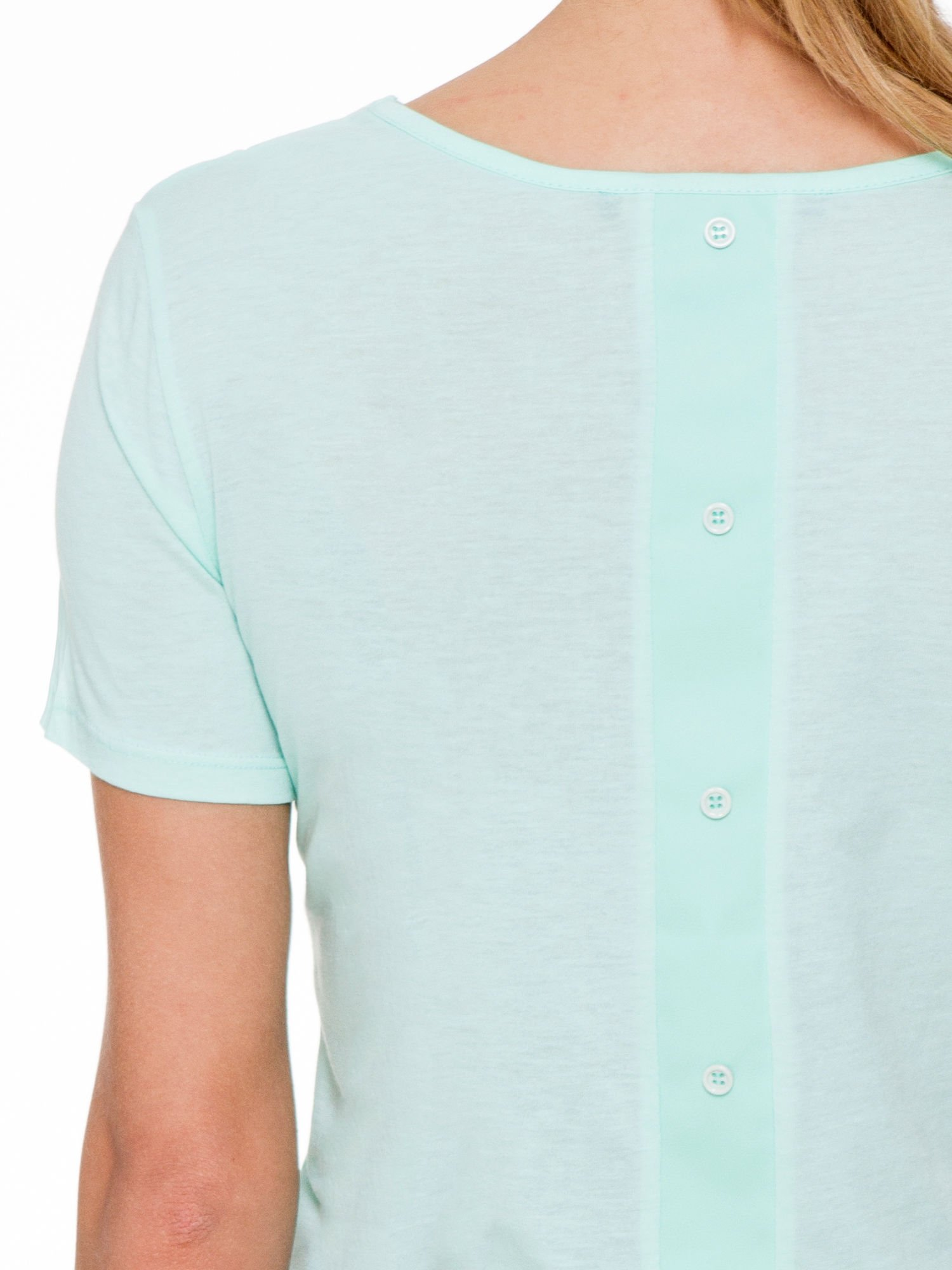 Miętowy t-shirt z dekoltem cut out                                  zdj.                                  5