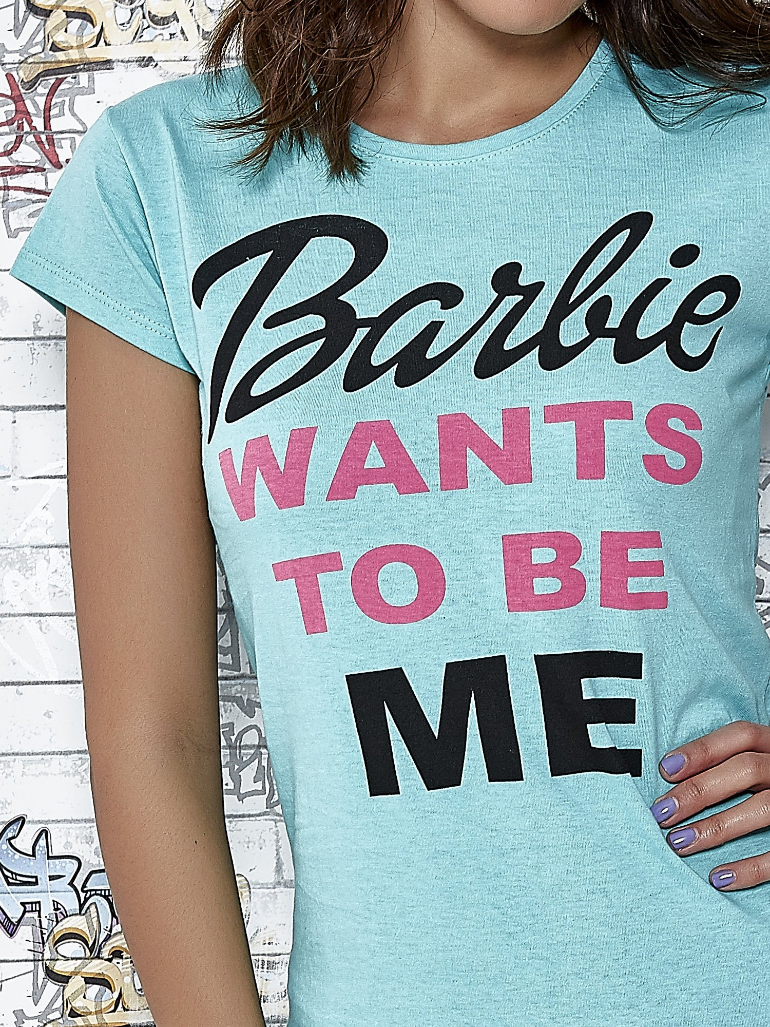 Miętowy t-shirt z napisem BARBIE WANTS TO BE ME                                  zdj.                                  6