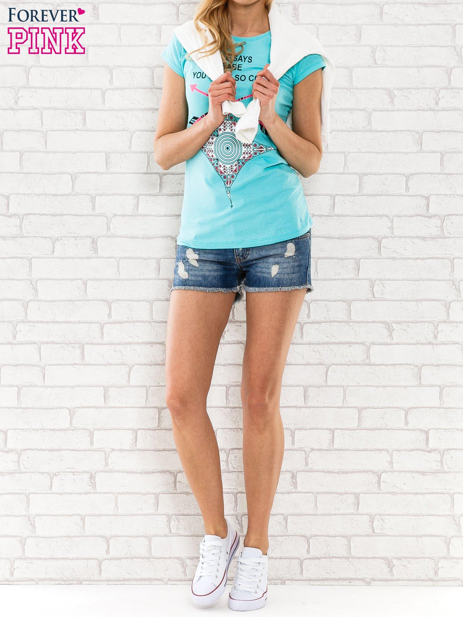 Miętowy t-shirt z napisem SHE SAYS BABE YOU LOOK SO COOL XX                                  zdj.                                  2