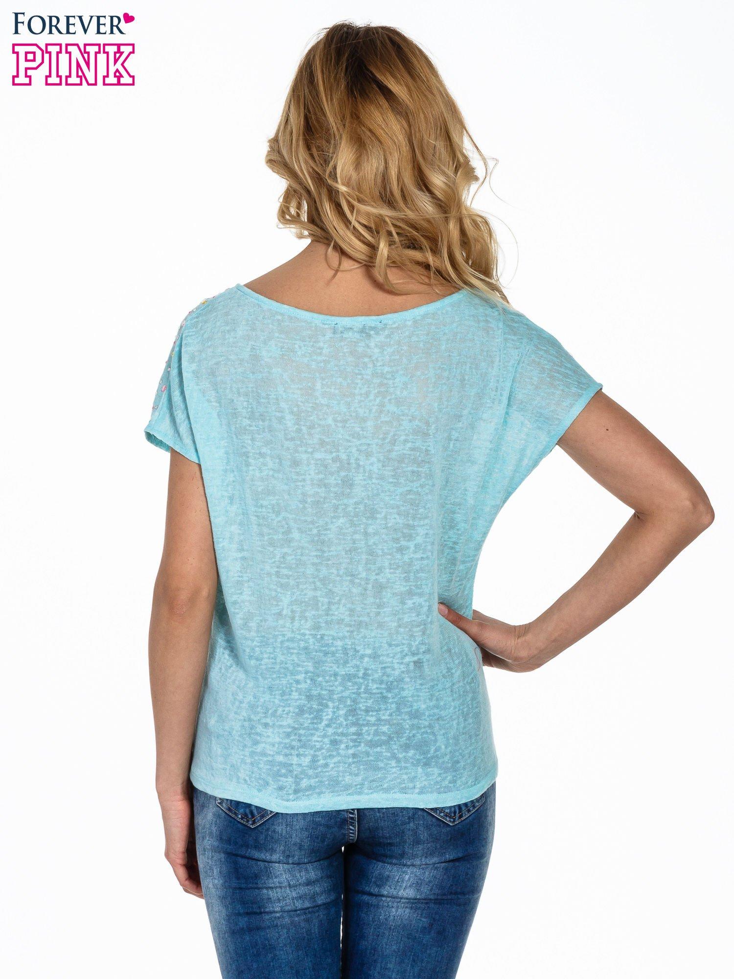 Miętowy t-shirt z węzłem zdobiony kryształkami                                  zdj.                                  4