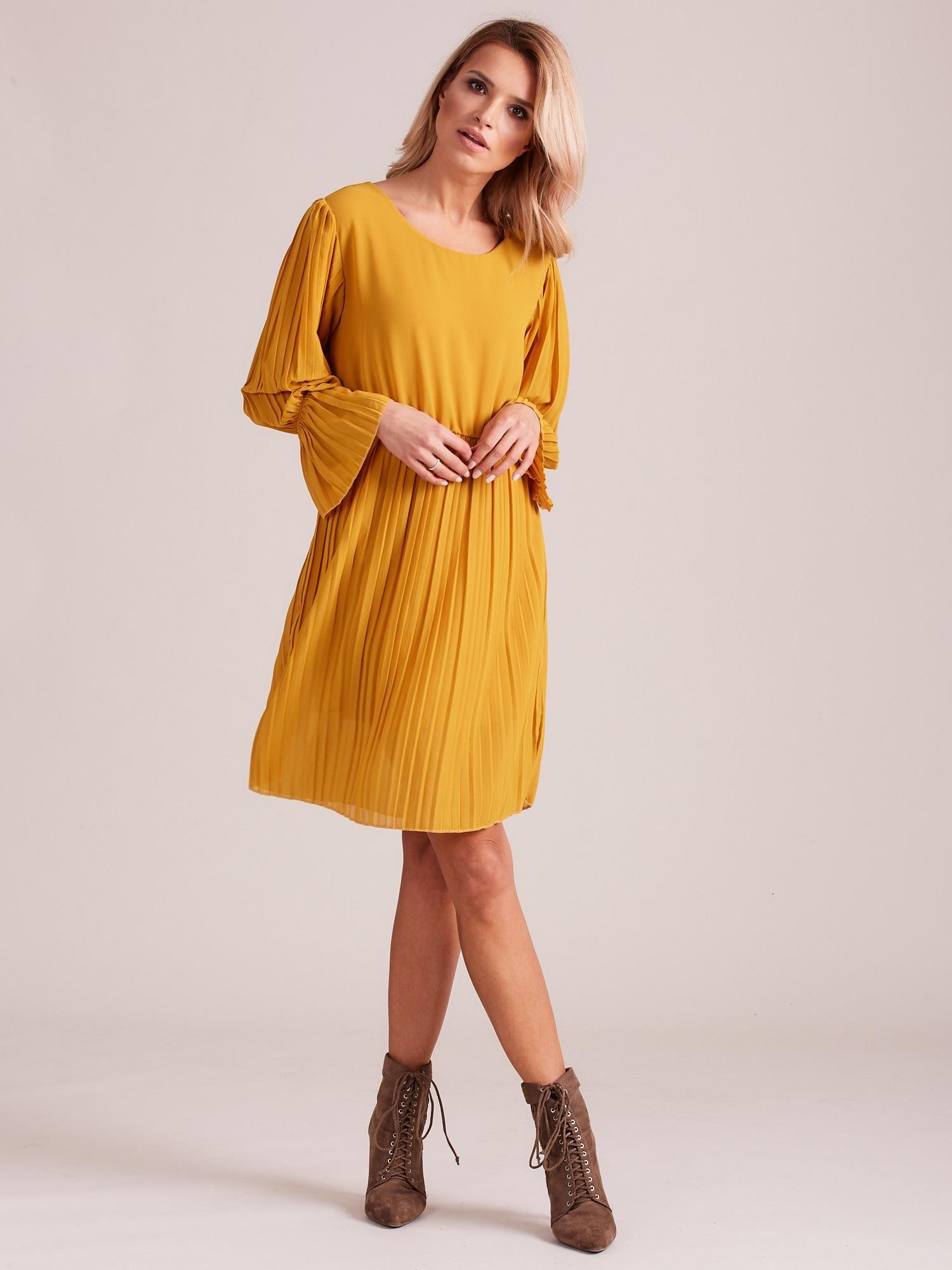9c351b80 Musztardowa plisowana sukienka