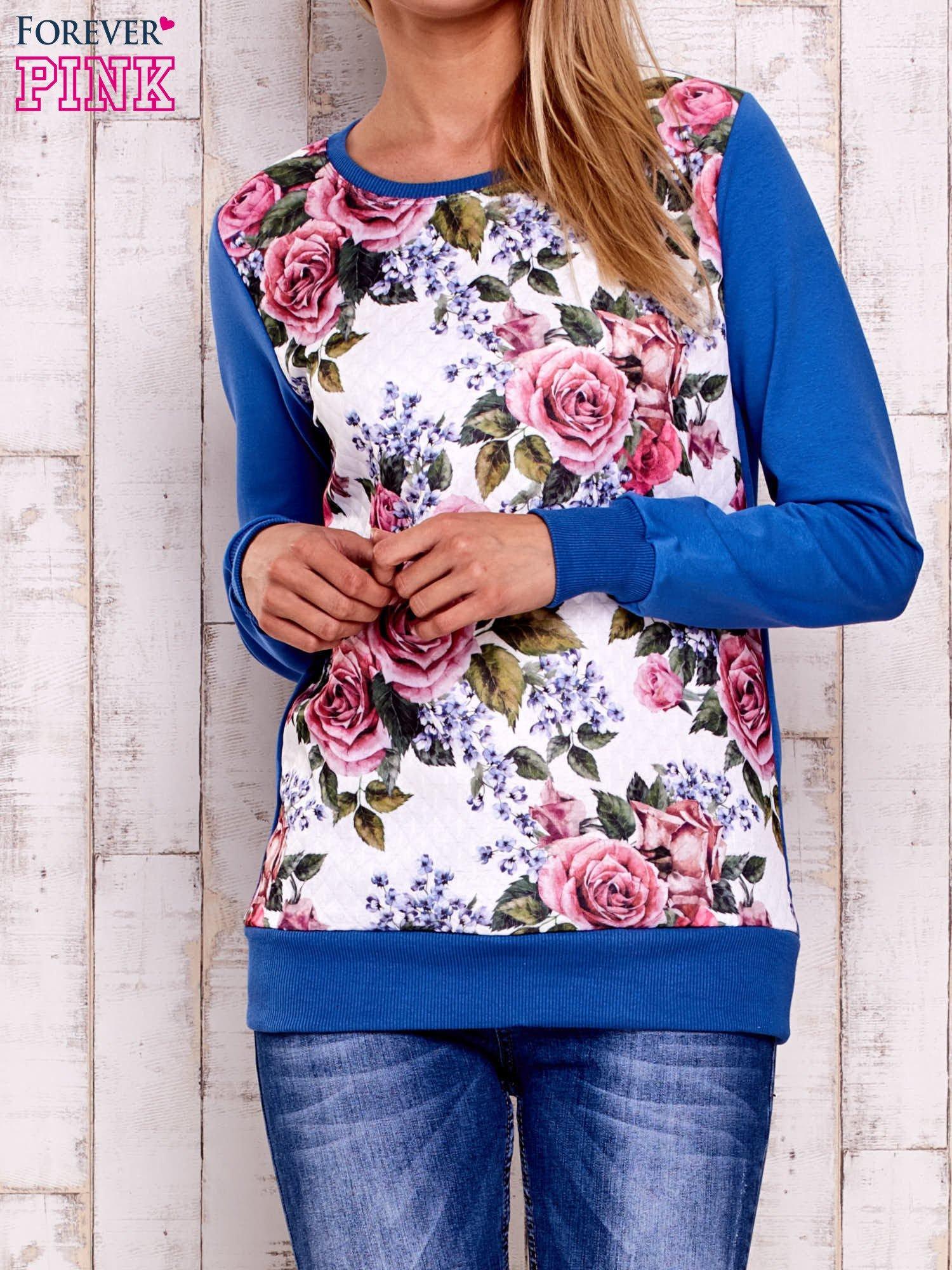 Niebieska bluza z kwiatowym nadrukiem                                  zdj.                                  1