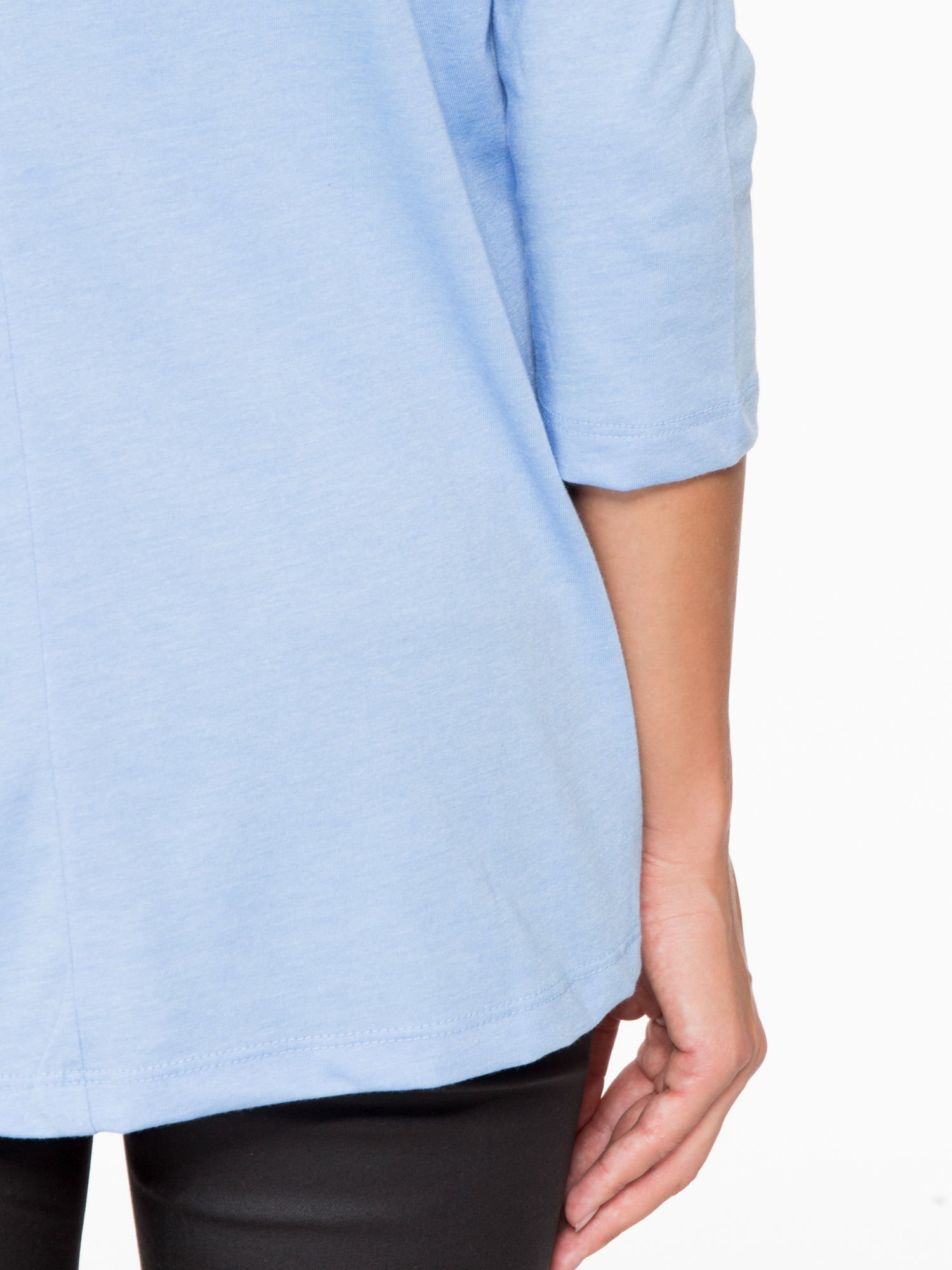 Niebieska bluzka o rozkloszowanym kroju z rękawem 3/4                                  zdj.                                  10