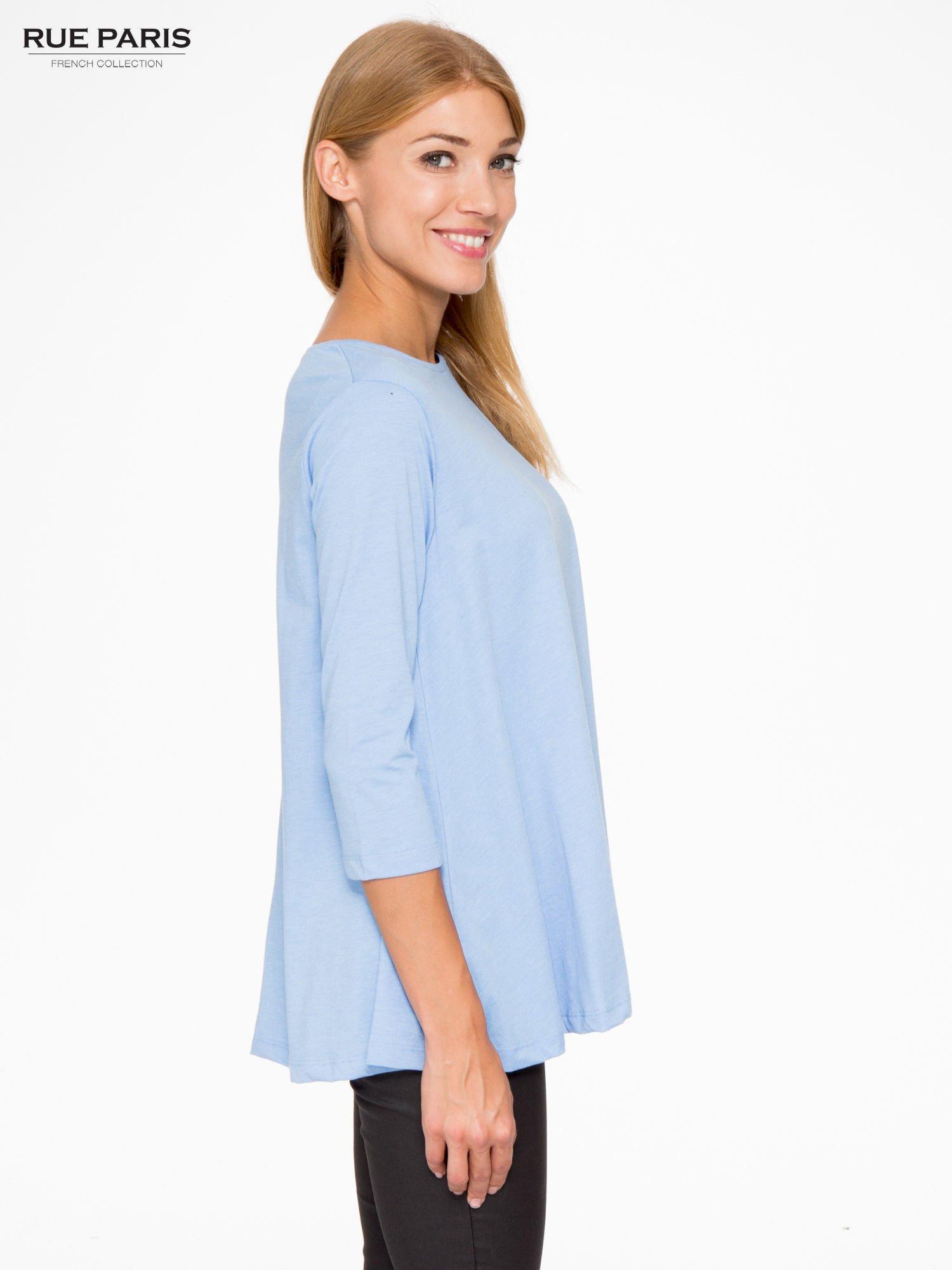 Niebieska bluzka o rozkloszowanym kroju z rękawem 3/4                                  zdj.                                  3