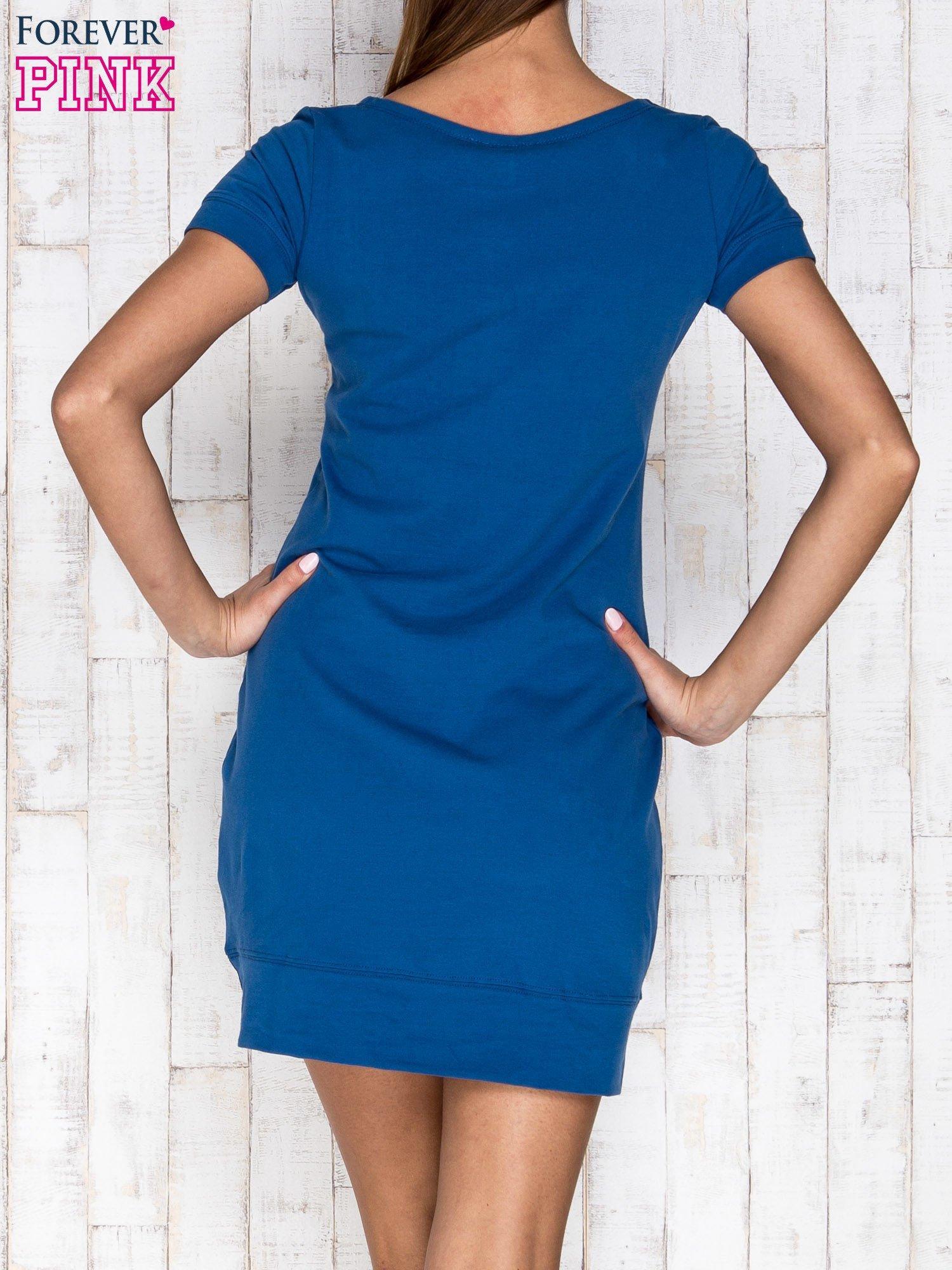Niebieska gładka sukienka ze ściągaczem na dole                                  zdj.                                  4