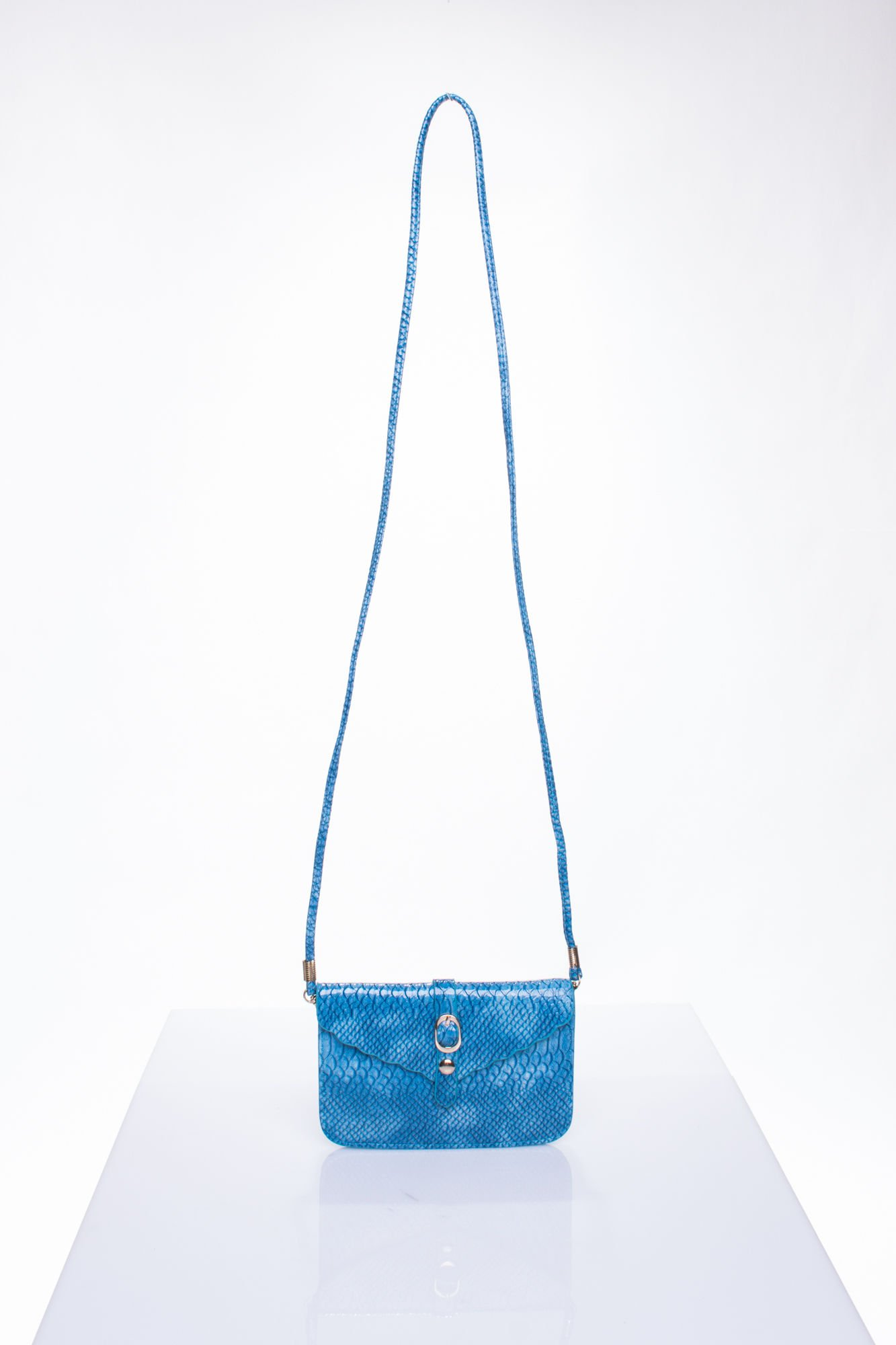 Niebieska kopertówka z motywem skóry krokodyla                                  zdj.                                  4