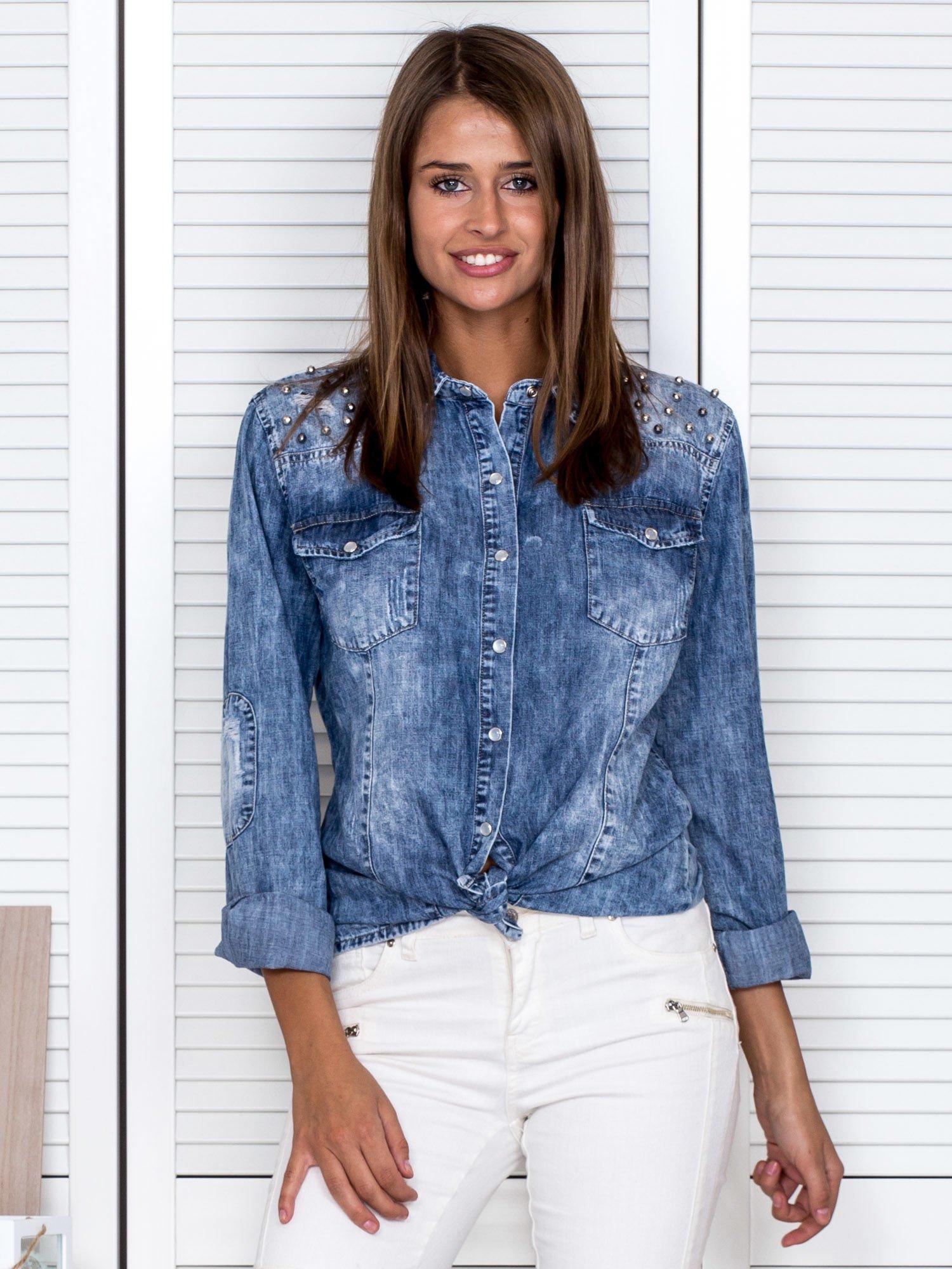 5459569fcd68 Niebieska koszula damska z błyszczącą aplikacją - Koszula plus size ...