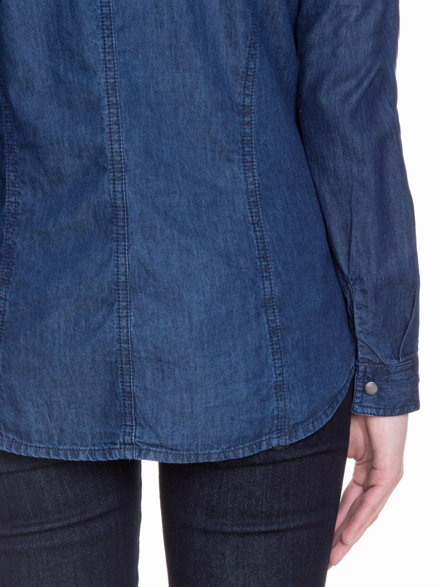 Niebieska koszula jeansowa z kieszeniami na guziki                                  zdj.                                  8