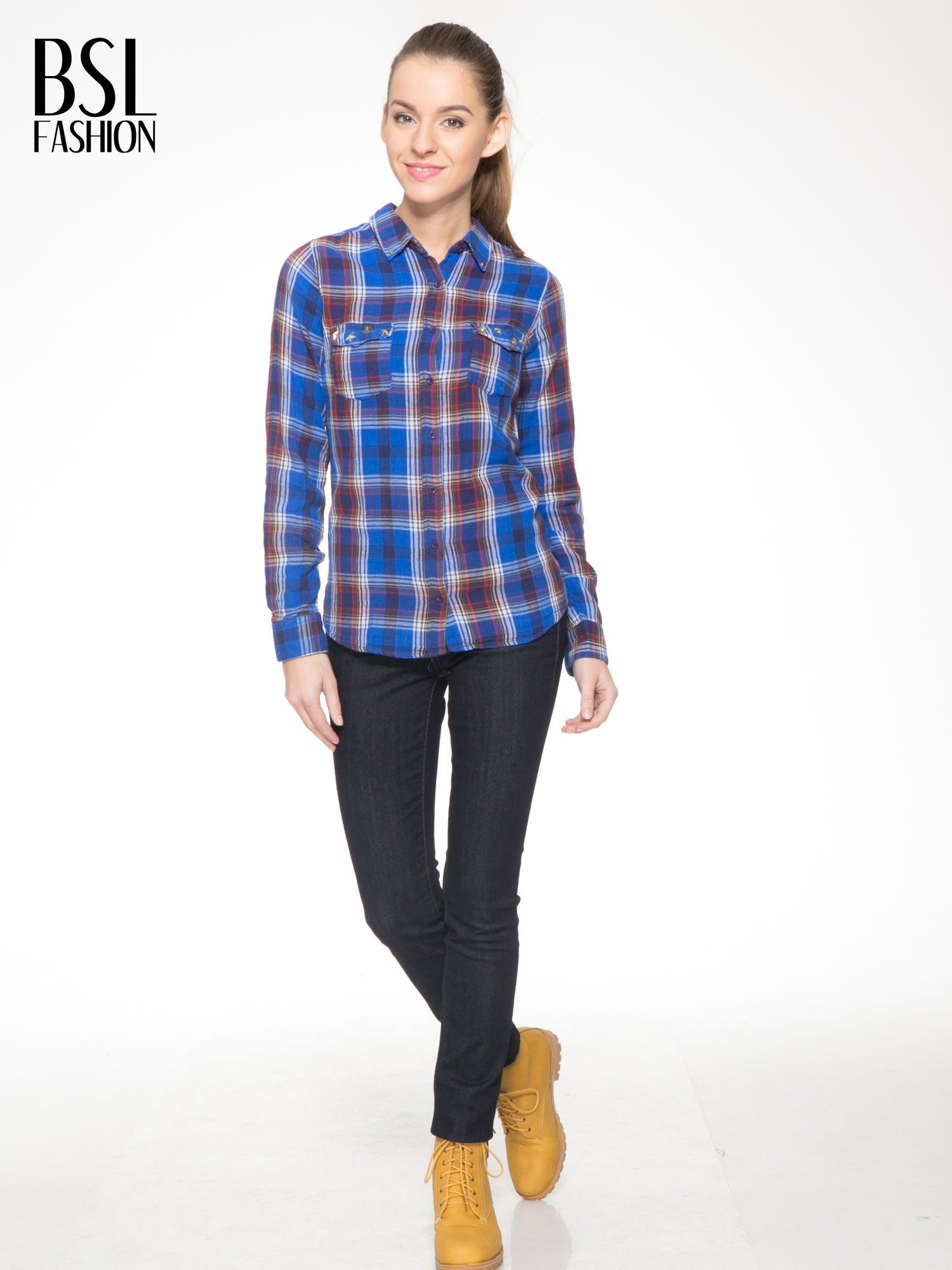Niebieska koszula w kratę z gwiazdkami przy kieszonkach                                  zdj.                                  2