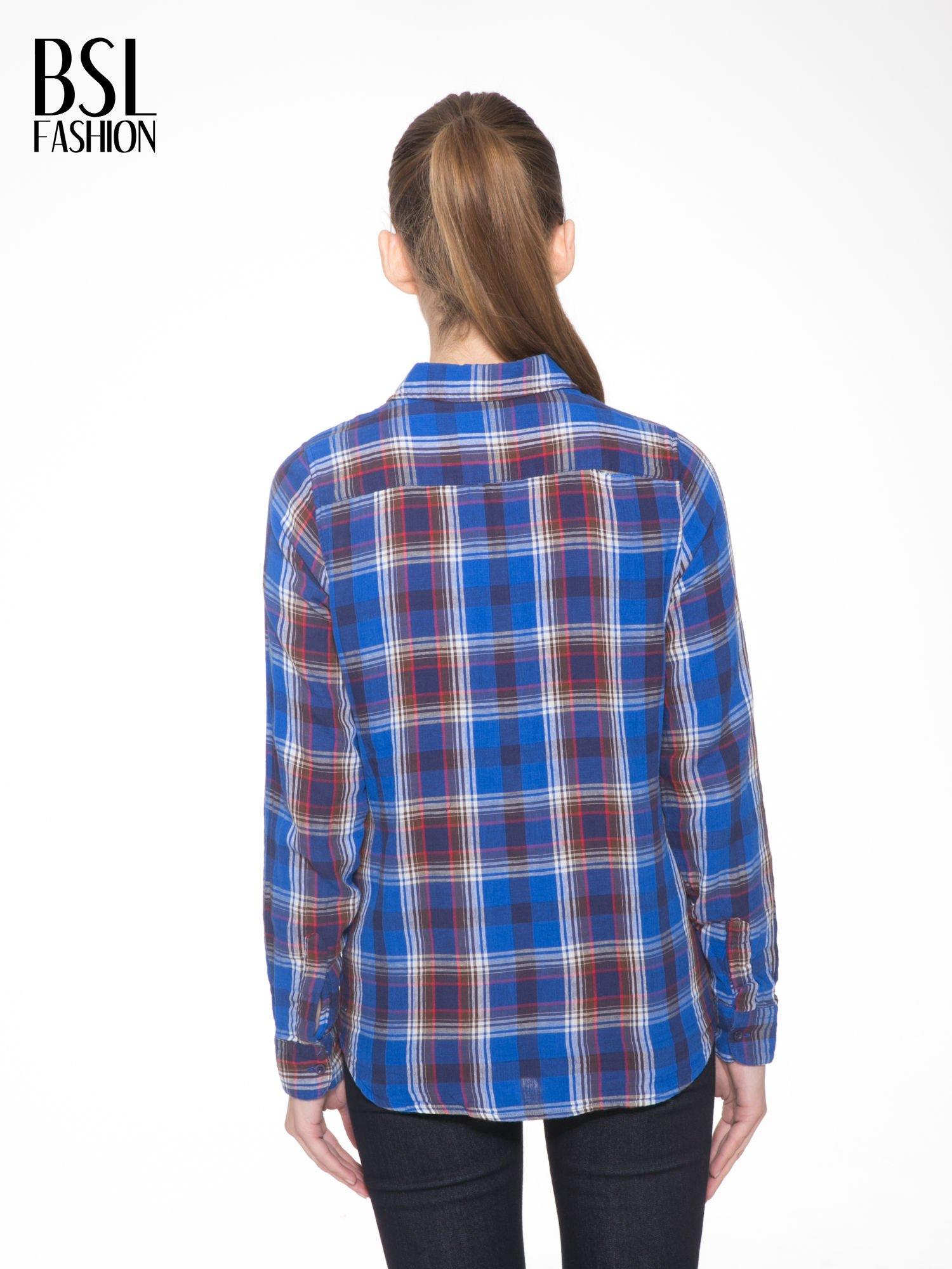 Niebieska koszula w kratę z gwiazdkami przy kieszonkach                                  zdj.                                  5