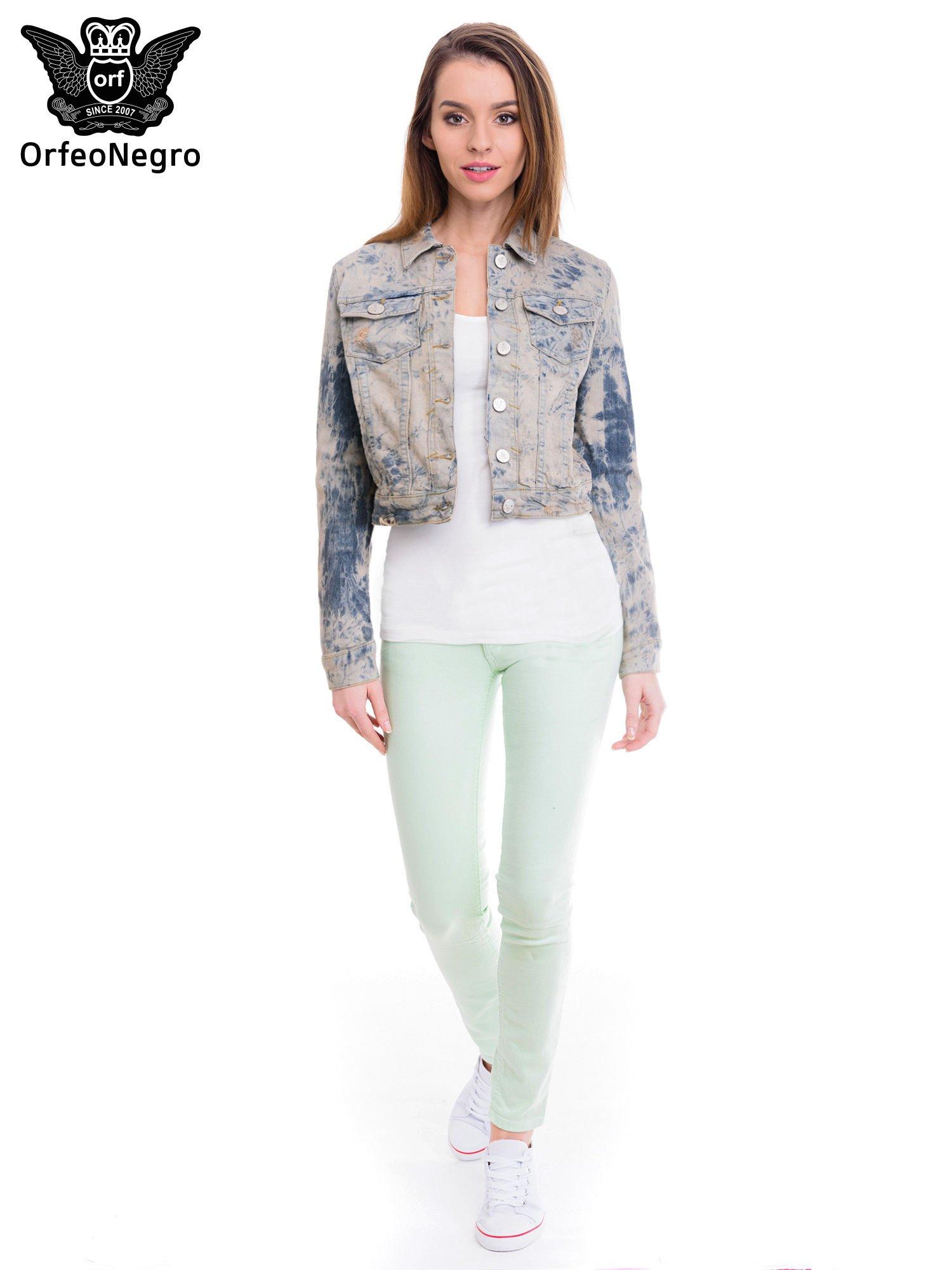 Niebieska kurtka jeansowa damska z efektem tie-dye                                  zdj.                                  2