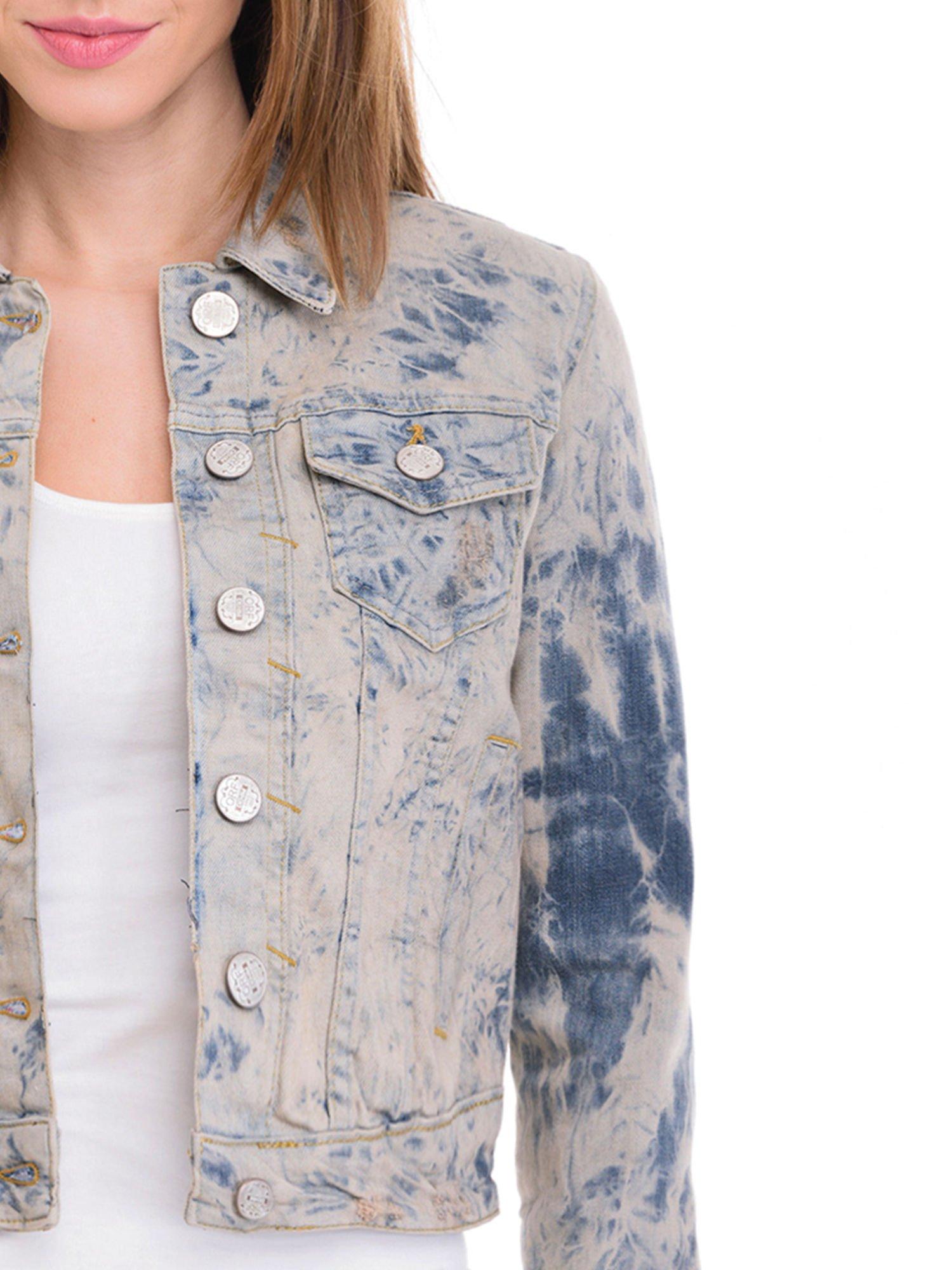 Niebieska kurtka jeansowa damska z efektem tie-dye                                  zdj.                                  5