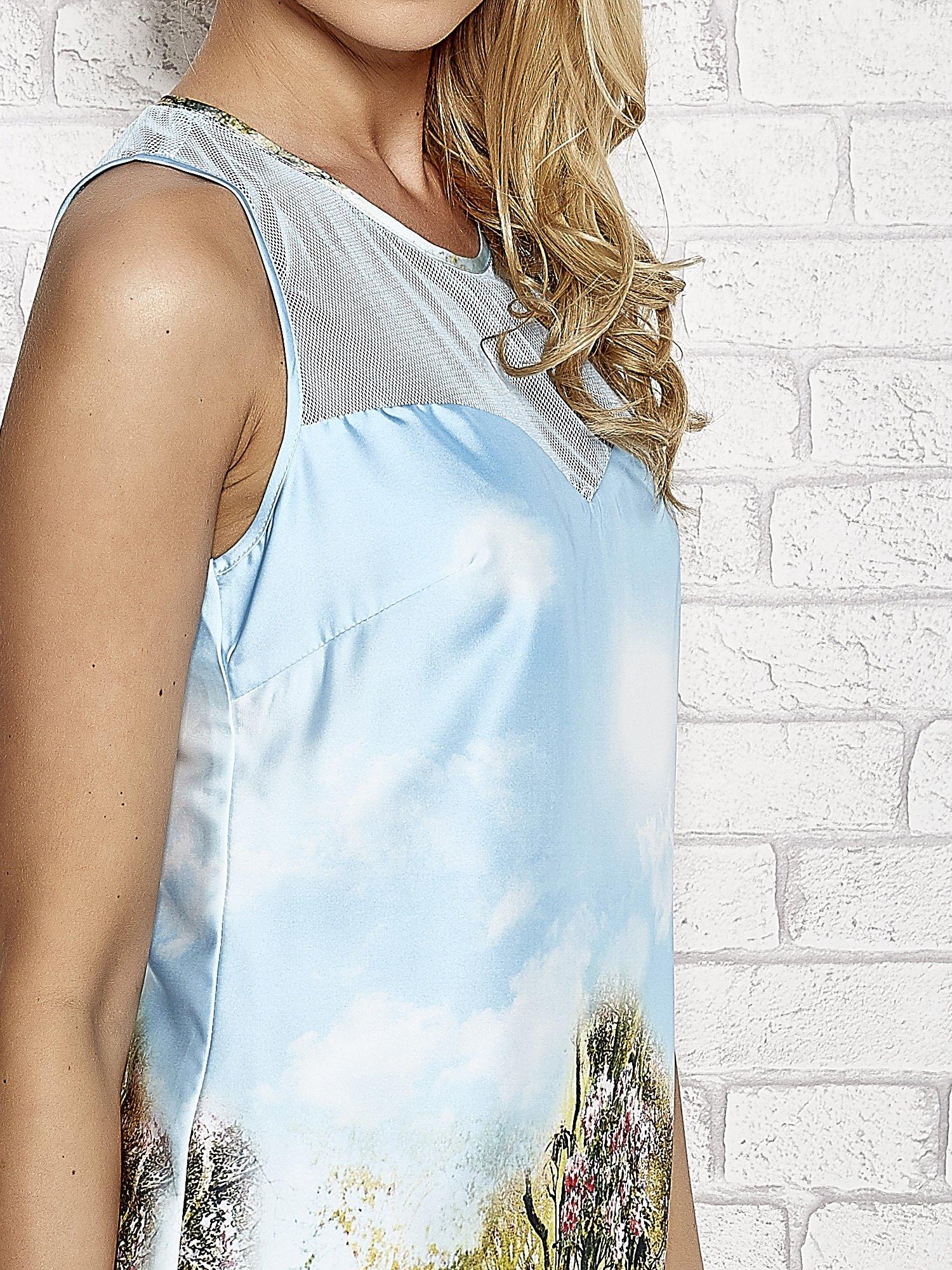 Niebieska malowana sukienka z siateczkowym karczkiem                                  zdj.                                  5