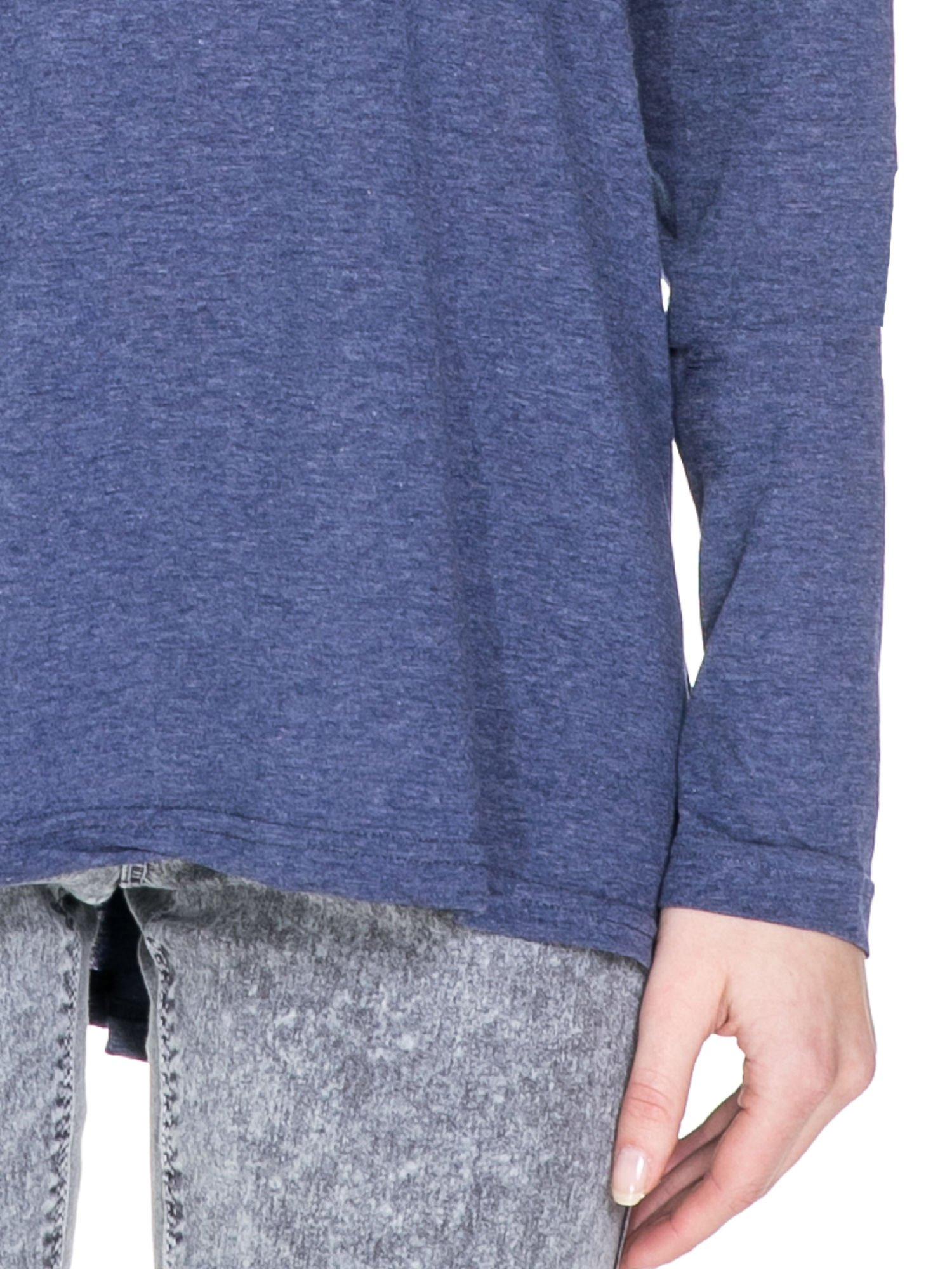 Niebieska melanżowa bluzka z dłuższym tyłem                                  zdj.                                  6