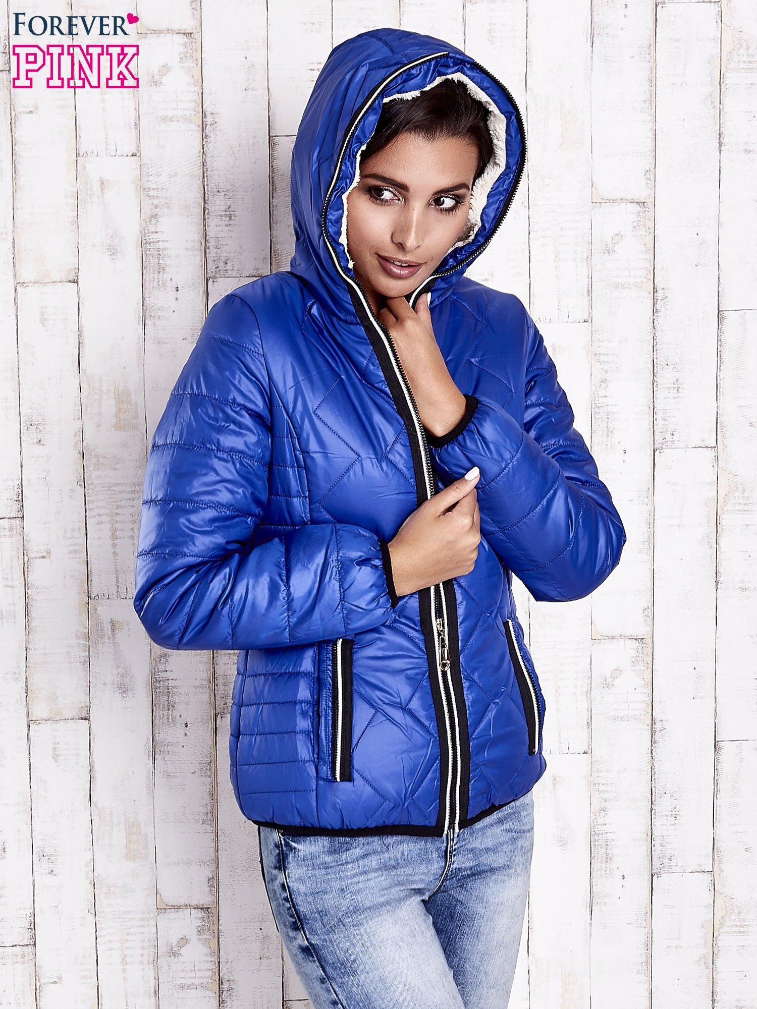 Niebieska pikowana kurtka z futrzaną podszewką                                  zdj.                                  5
