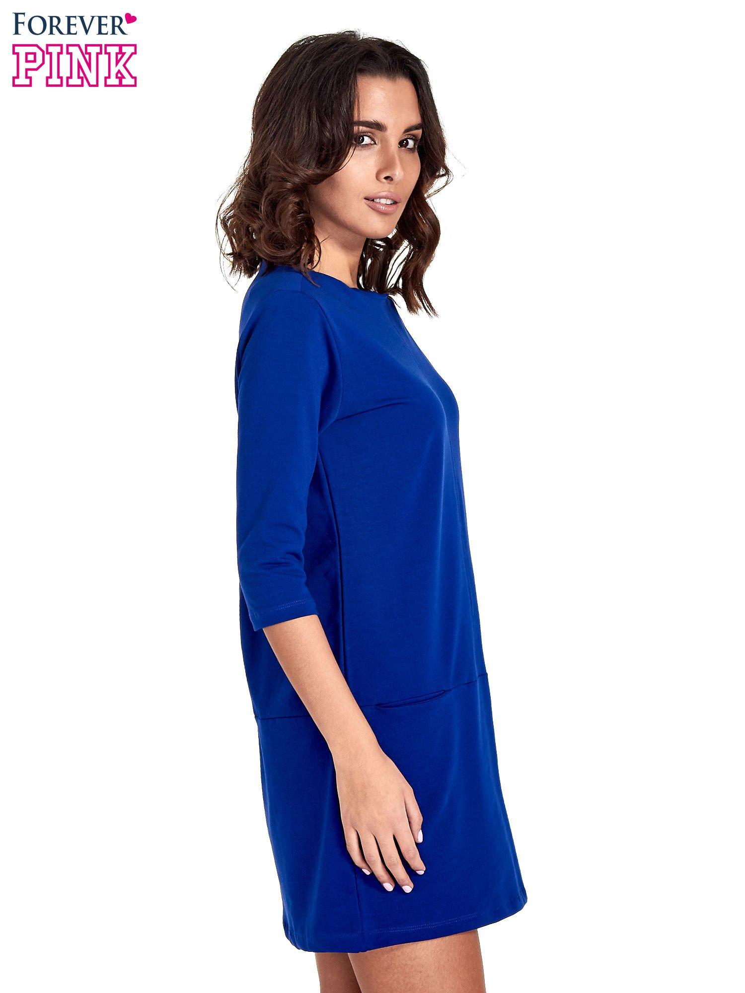 Niebieska prosta sukienka z kieszeniami                                   zdj.                                  3