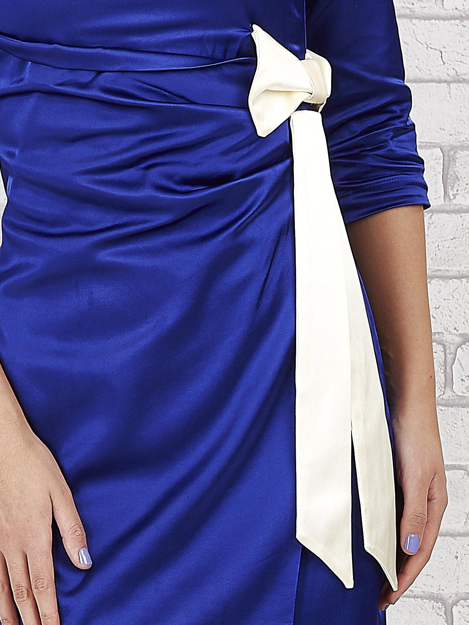 Niebieska sukienka z białą kokardą                                   zdj.                                  5