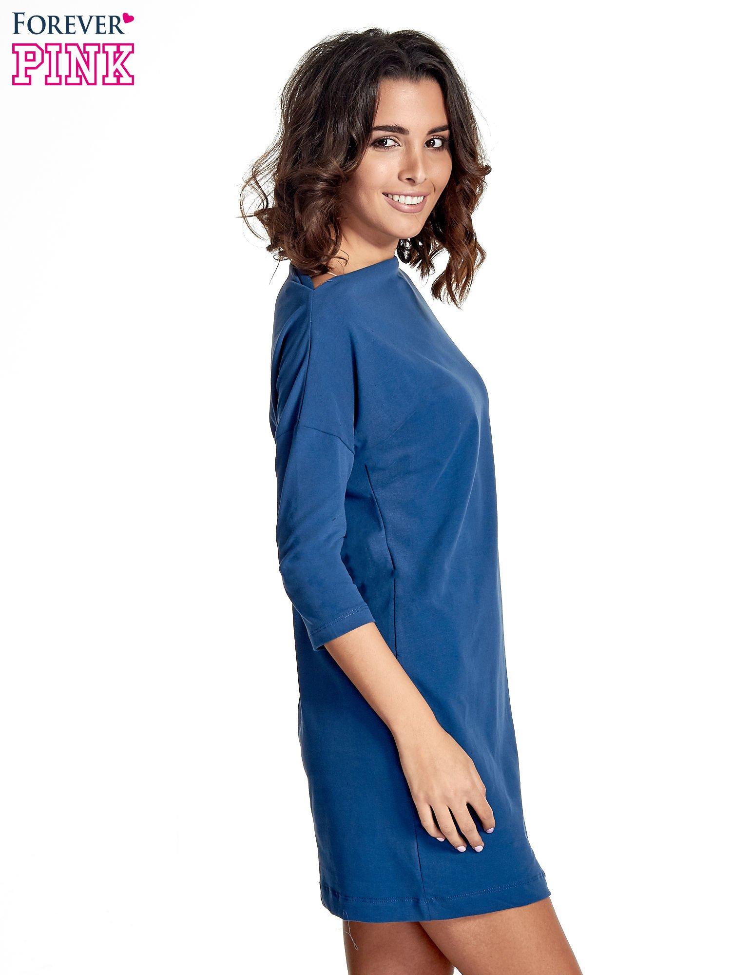 Niebieska sukienka z dekoltem w łódkę                                  zdj.                                  3