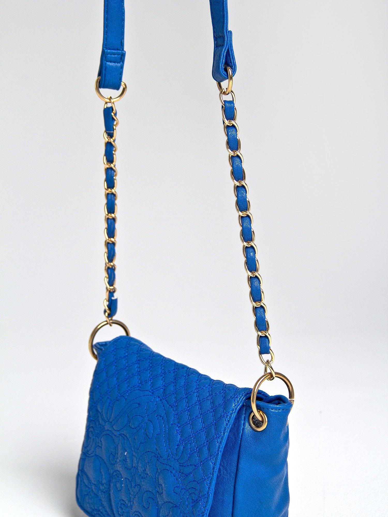 Niebieska torebka na ramię na pasku łańcuszku                                  zdj.                                  2