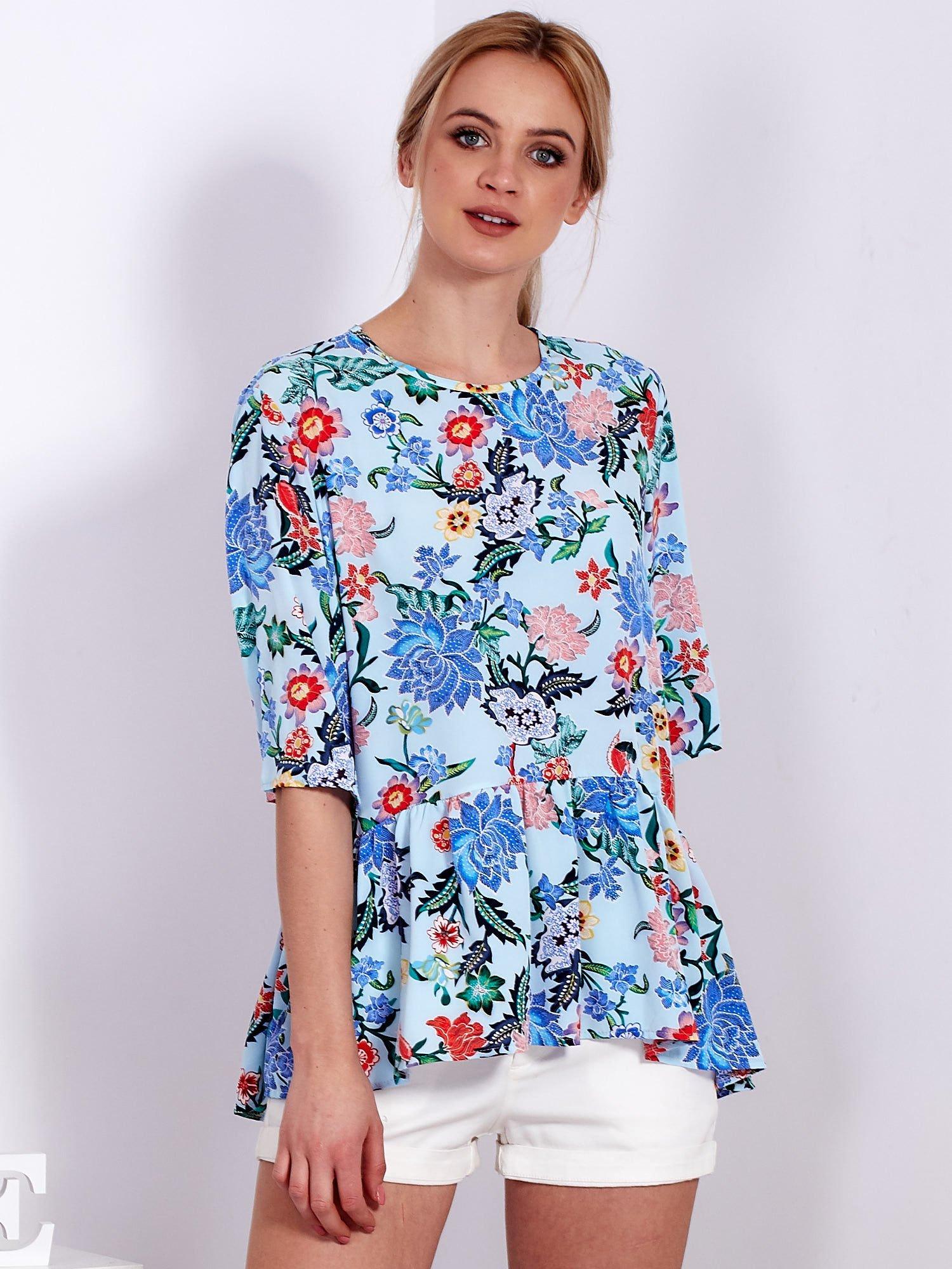4e1692dae8c0 Niebieska tunika w kolorowe kwiaty - Bluzka one size - sklep eButik.pl