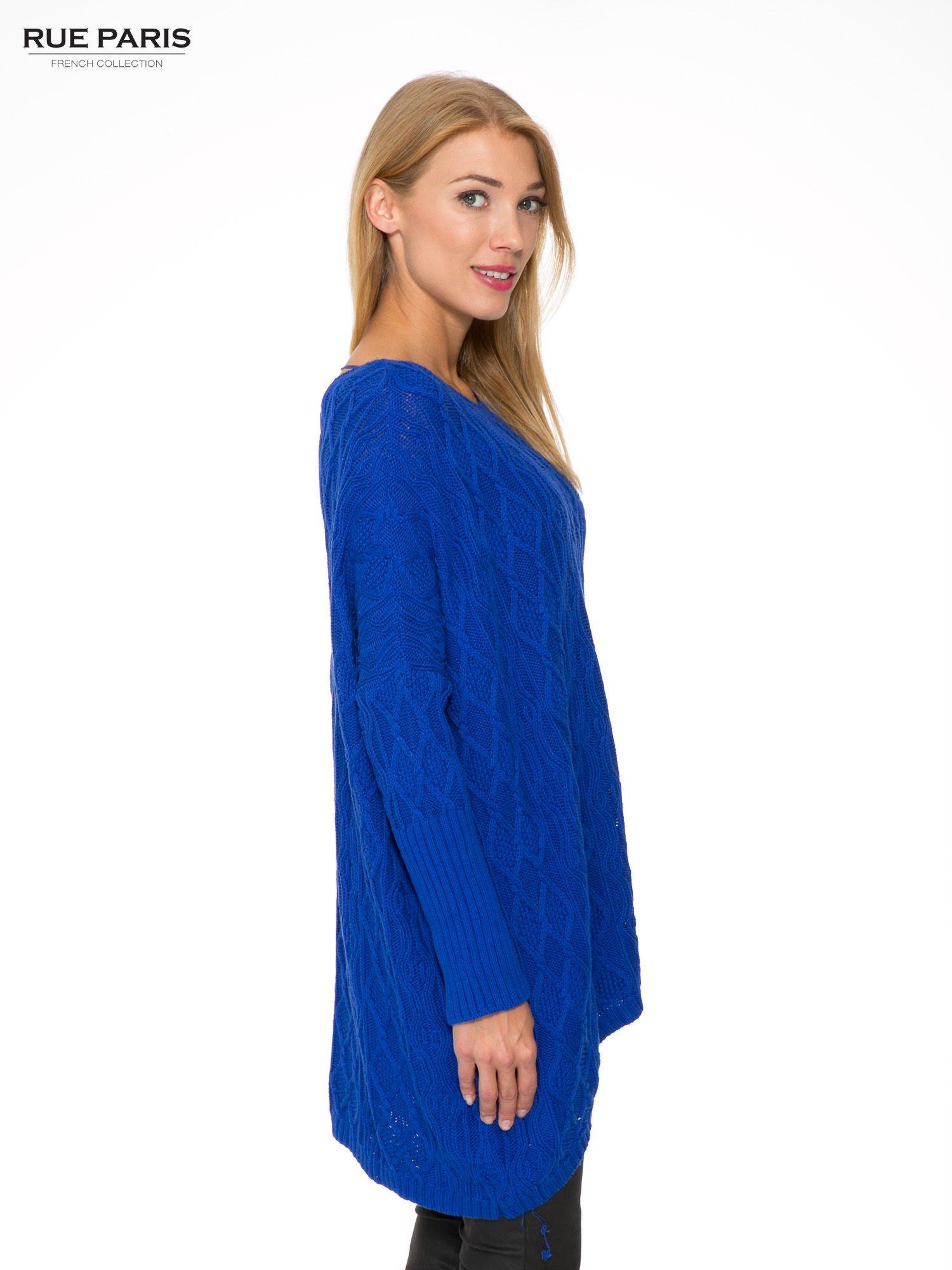 Niebieski dziergany długi sweter o kroju oversize                                  zdj.                                  3