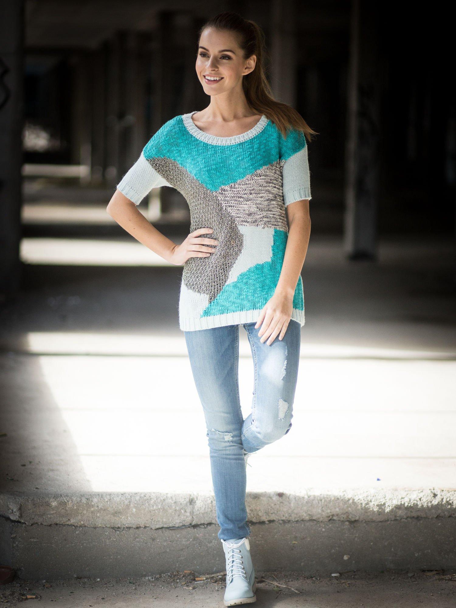 Niebieski patchworkowy sweter z krótkim rękawem                                  zdj.                                  9