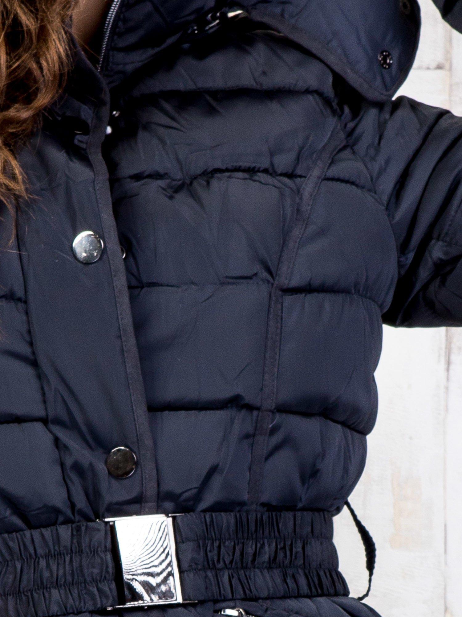 Niebieski pikowany płaszcz z paskiem                                  zdj.                                  8