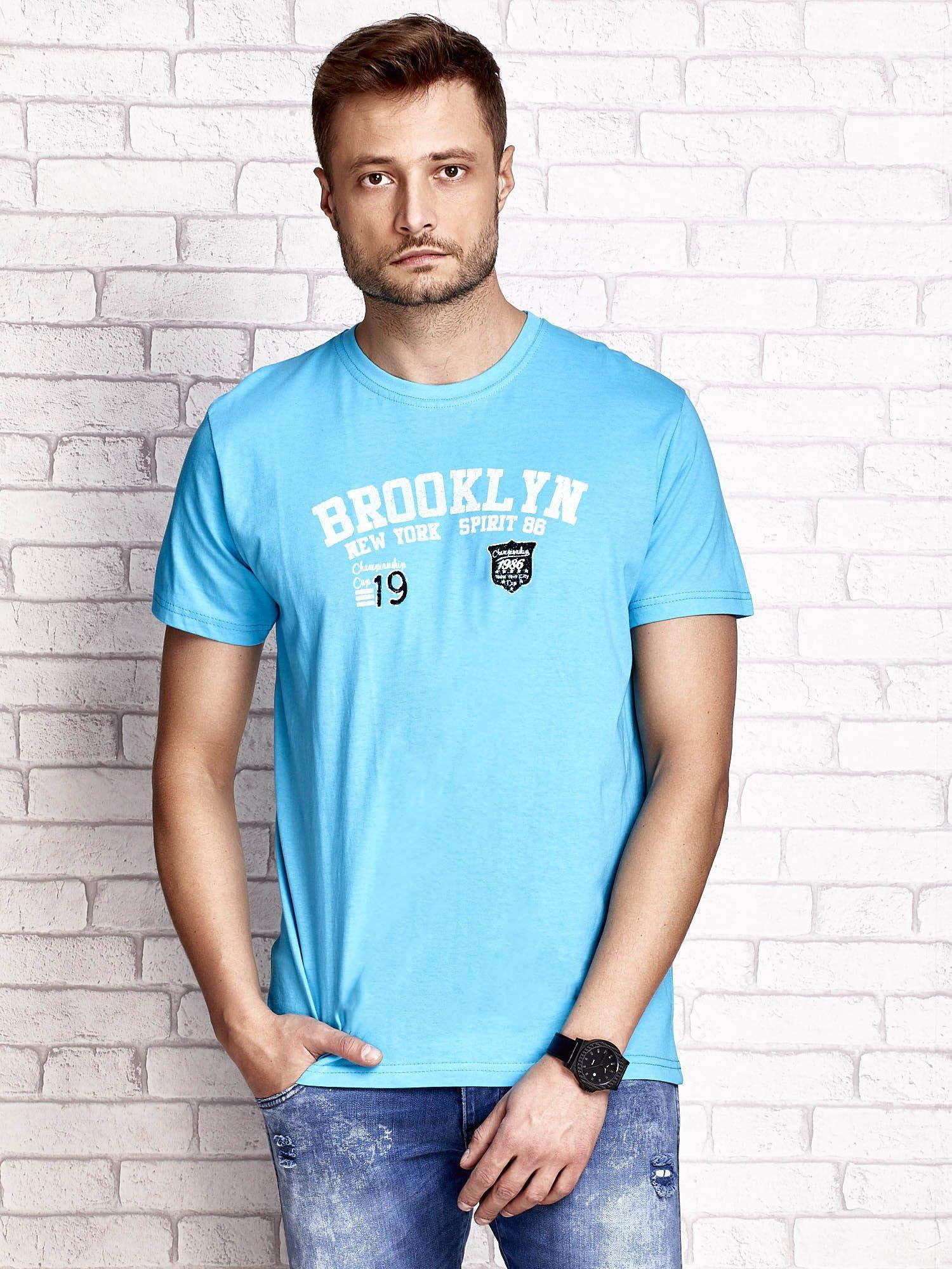 Niebieski t-shirt męski z napisami BROOKLYN NEW YORK SPIRIT 86                                  zdj.                                  1