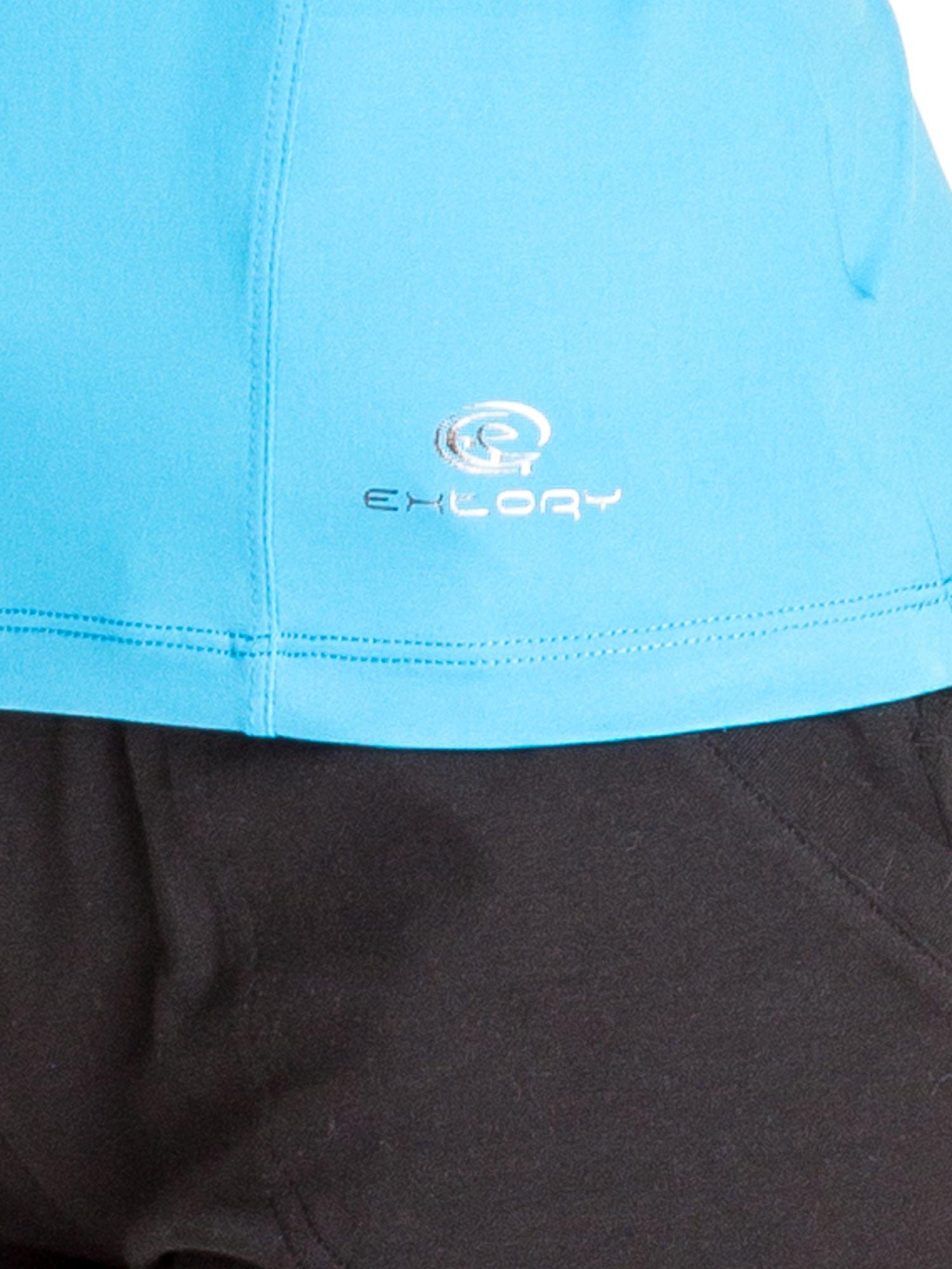 Niebieski t-shirt sportowy z dekoltem U                                  zdj.                                  5