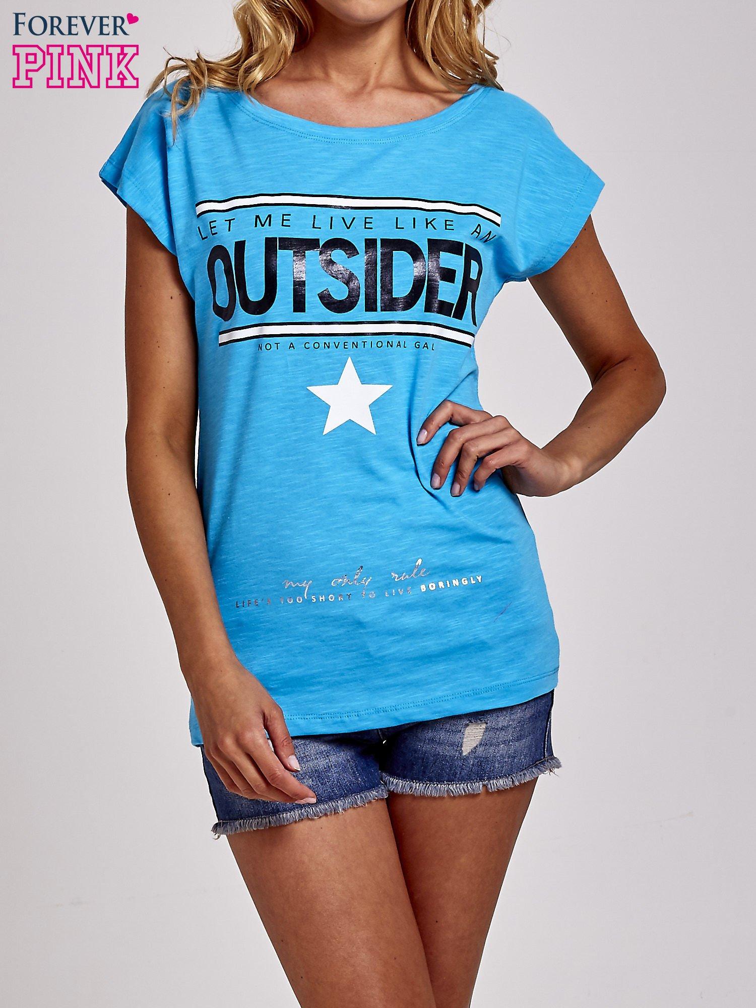 Niebieski t-shirt z napisem OUTSIDER                                  zdj.                                  1