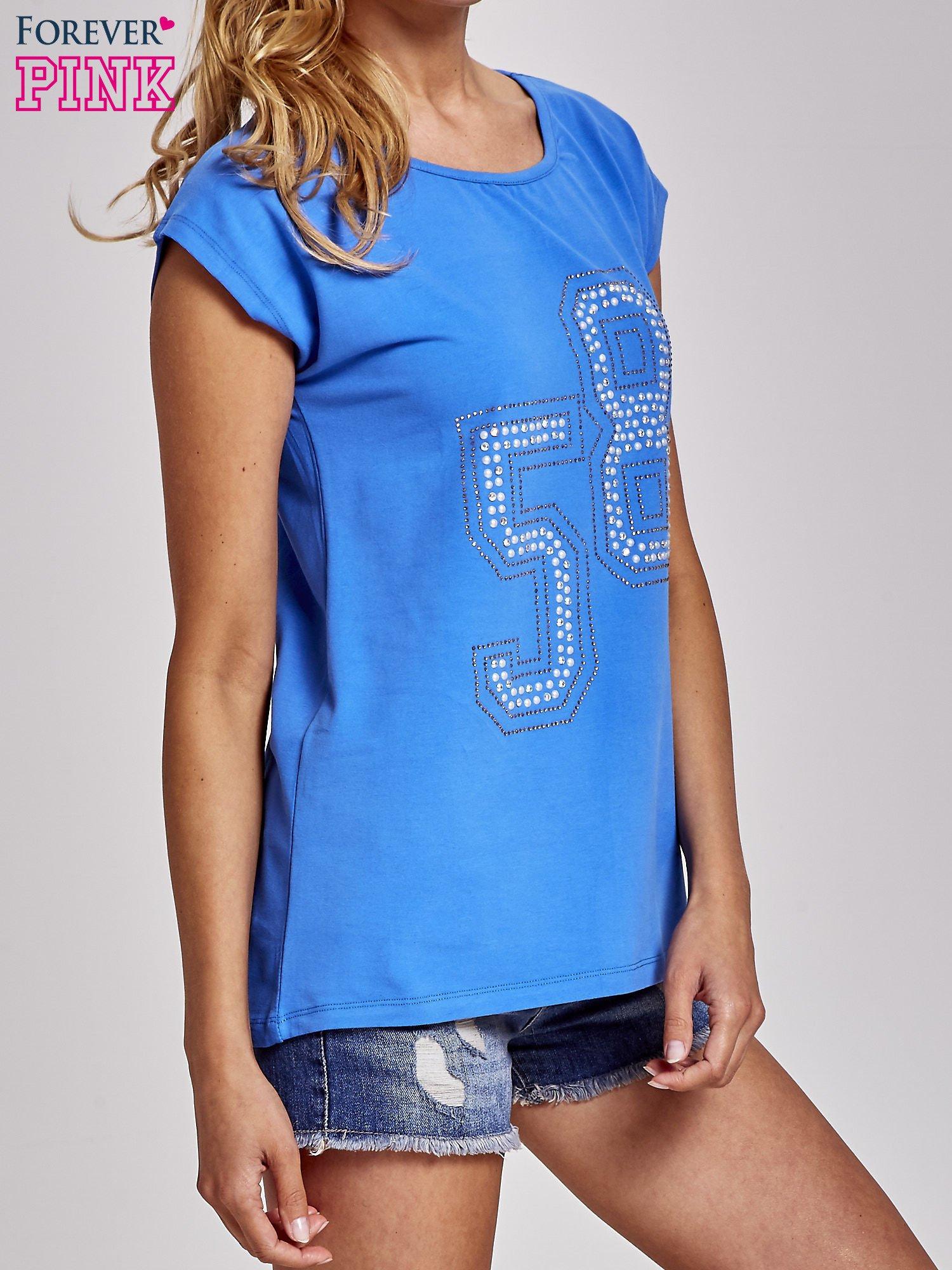 Niebieski t-shirt z numerem 58 z dżetów                                  zdj.                                  3