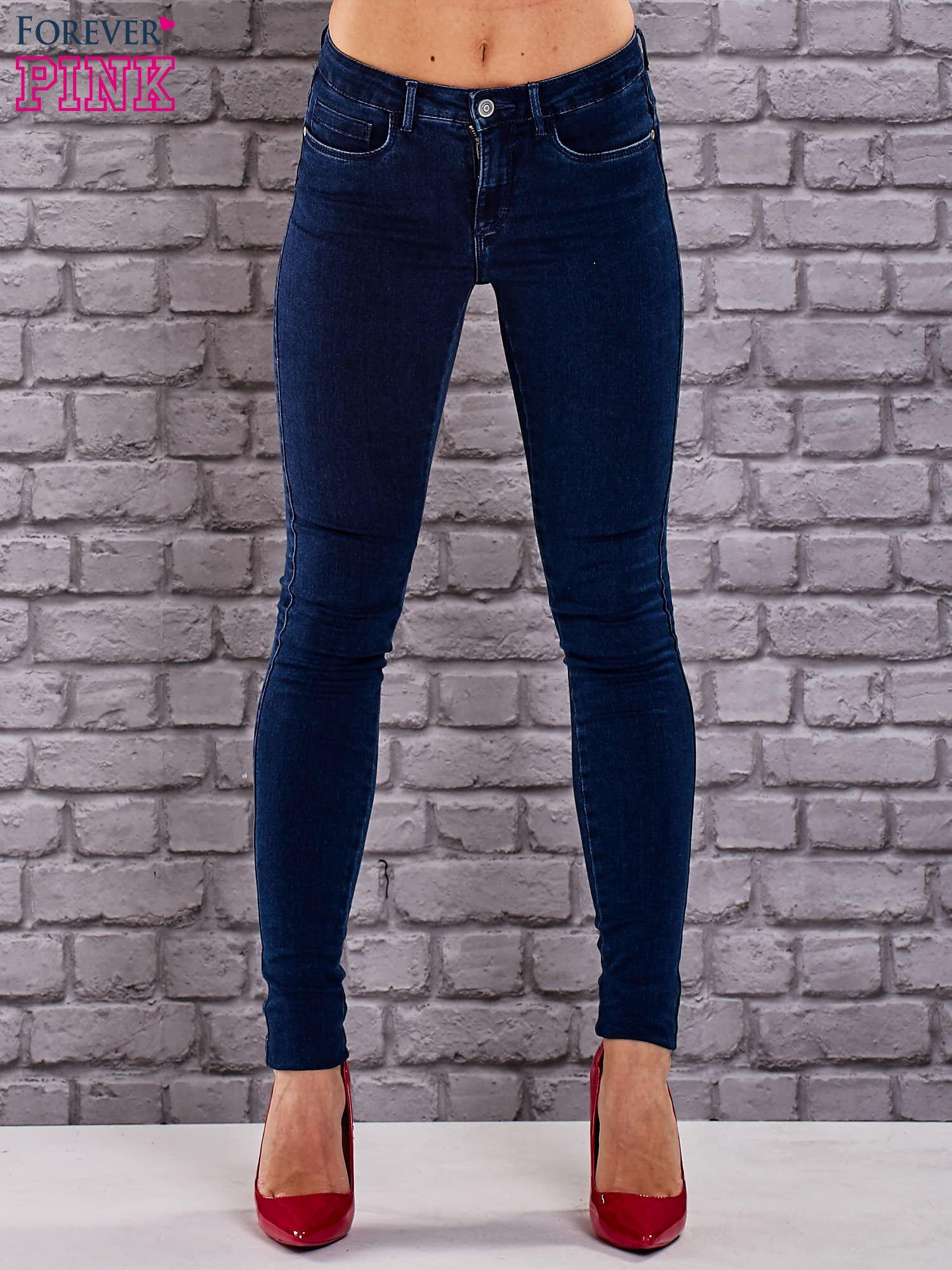 Niebieskie jeansowe spodnie skinny jeans z kieszeniami                                  zdj.                                  1
