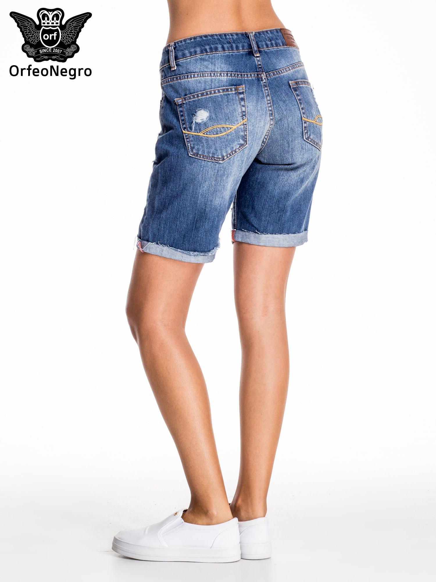 Niebieskie jeansowe szorty z podwijaną nogawką                                  zdj.                                  3