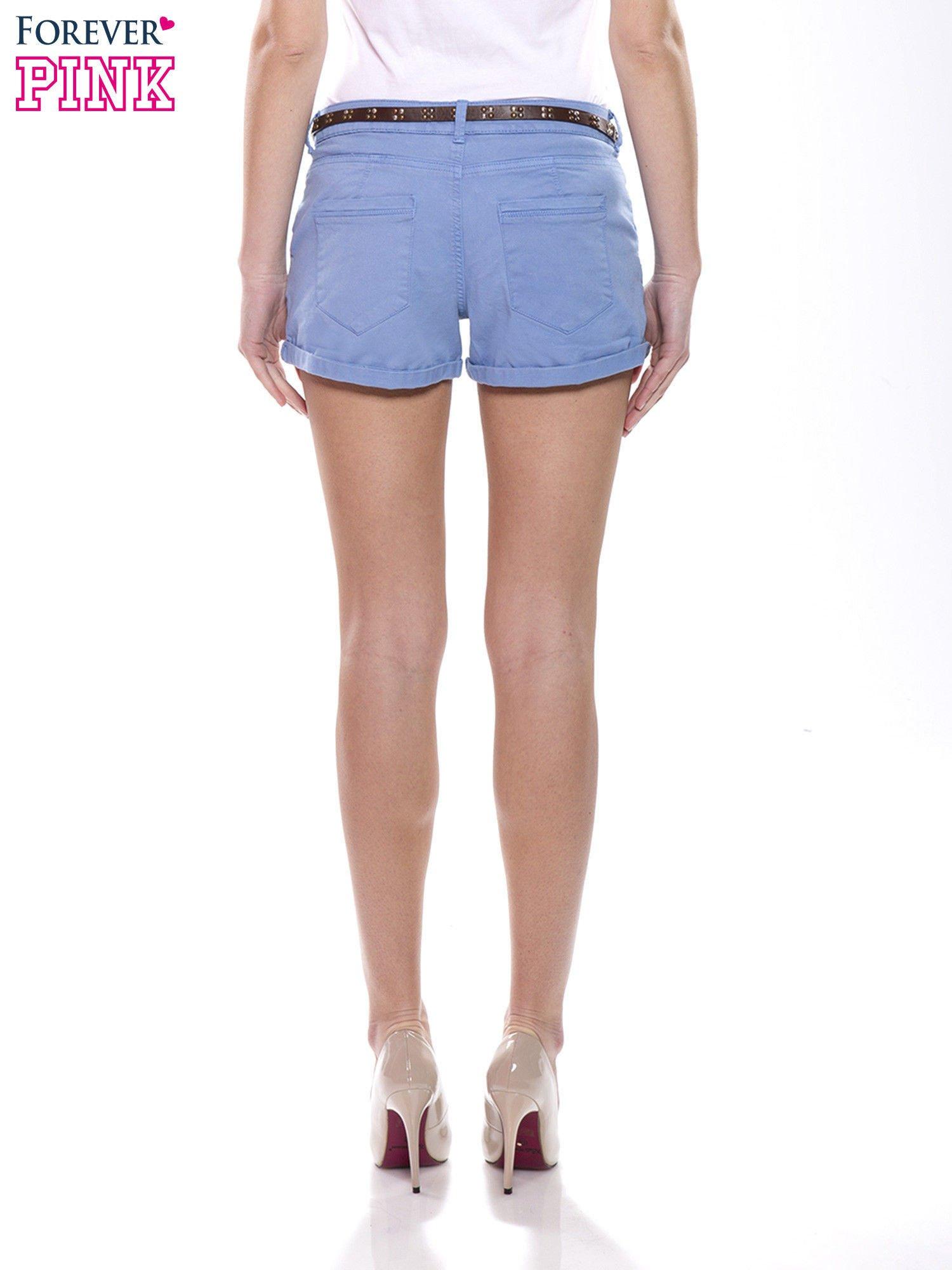 e2d6a05f3a Niebieskie krótkie spodenki damskie z paskiem - Spodnie szorty ...