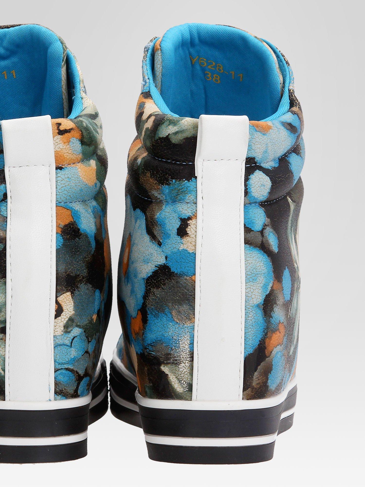 Niebieskie kwiatowe sneakersy                                  zdj.                                  8