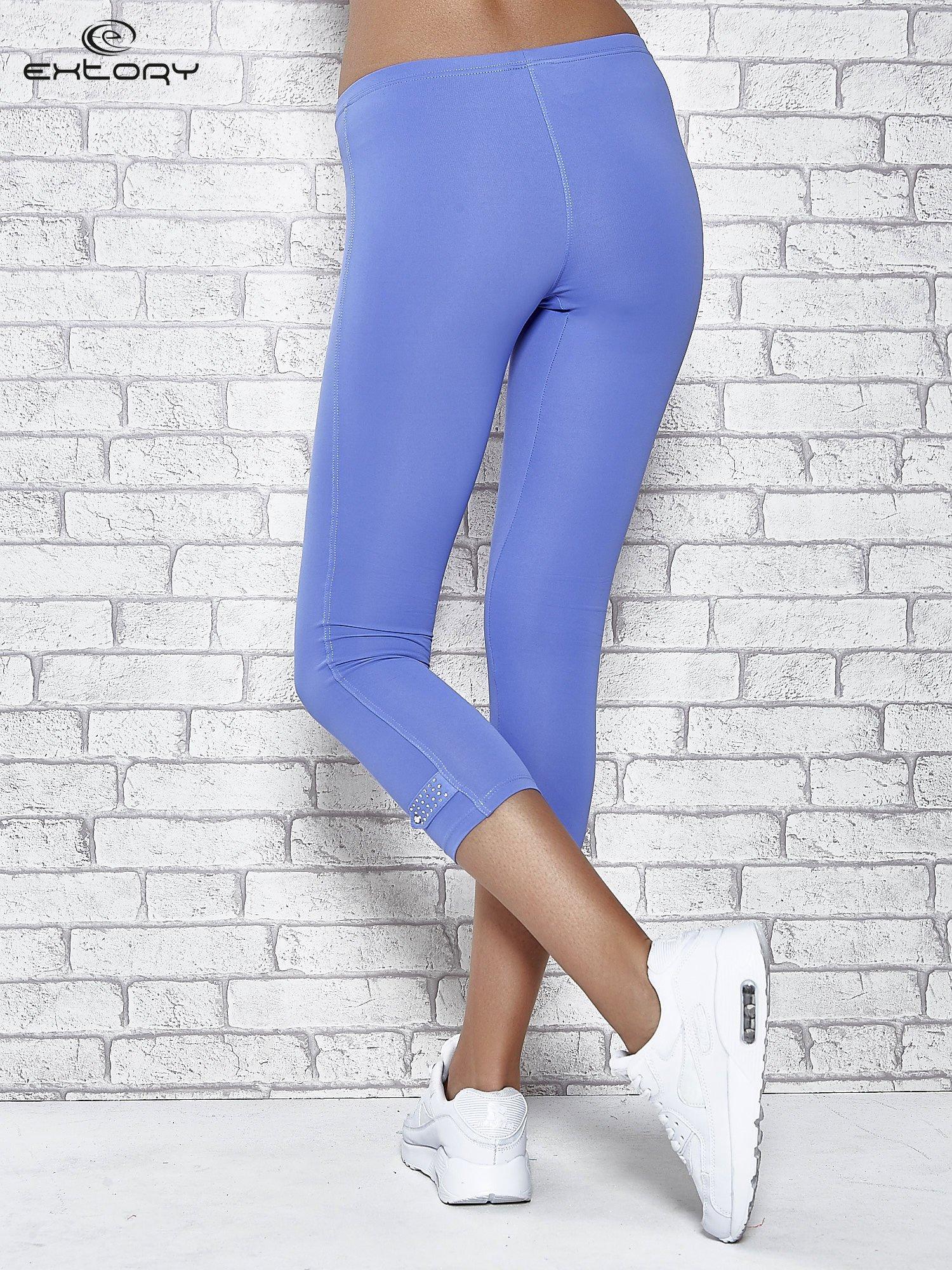Niebieskie legginsy sportowe termalne z patką z dżetów                                  zdj.                                  2