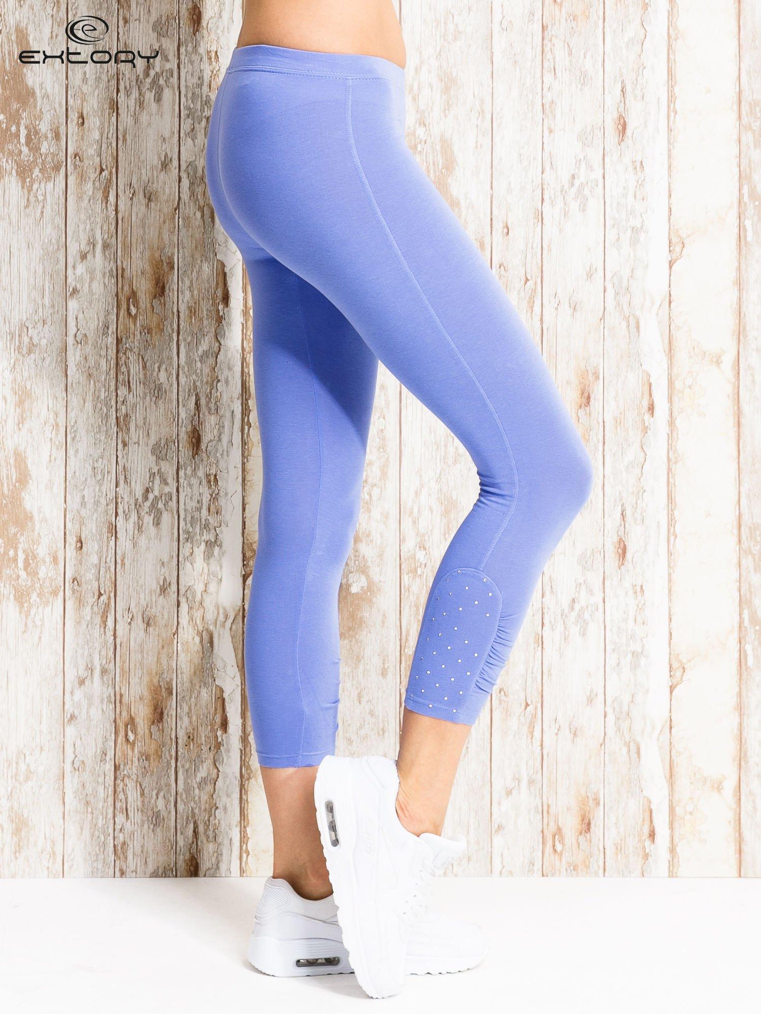 Niebieskie legginsy sportowe z aplikacją z dżetów na nogawkach                                  zdj.                                  3